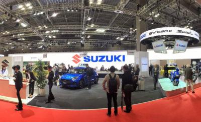 """Suzuki Safety Support. Νέα τεχνολογική καινοτομία από τη Suzuki. Εγκαινιάζοντας το πρόγραμμα Suzuki Safety Support και έχοντας κεντρικό θέμα στο περίπτερό της για άλλη μία χρονιά το """"Excitement for Everyone in Everywhere"""", η Suzuki κέρδισε τις εντυπώσεις! Ενθουσιασμός για όλους, παντού. Αυτό είναι σε ελεύθερη απόδοση το σλόγκαν που χρησιμοποίησε η Suzuki για να πλαισιώσει την παρουσία της στο 45ο Σαλόνι Αυτοκινήτου του Τόκιο. Πρόκειται άλλωστε για μια εταιρεία που ανέκαθεν δημιουργούσε αυτοκίνητα με μοναδικό και fun χαρακτήρα προσφέροντας στους πελάτες ευχαρίστηση και ενθουσιασμό μέσω της αξιοπιστίας των αυτοκινήτων και των τεχνολογιών της. Με τη συμπλήρωση των 100 χρόνων ιστορίας το έτος 2020, η Suzuki έχει ήδη στραμμένο το βλέμμα στην επόμενη εκατονταετία, και σε αυτό το πλαίσιο κινείται ήδη, παρουσιάζοντας όχι απλά μια ξεχωριστή ποικιλία πρωτότυπων αλλά και μοντέλων παραγωγής, αλλά και το πρωτοποριακό τεχνολογικό πρόγραμμα Suzuki Safety Support. Άλλωστε, η Suzuki, πάντα πρωτοπόρος, επενδύει στην ηλεκτροκίνηση και τις τεχνολογίες αιχμής, μέσω των οποίων εξασφαλίζει ακόμα μεγαλύτερη ασφάλεια για τον οδηγό και τους συνεπιβάτες του ενισχύοντας ακόμη περισσότερο την εμπιστοσύνη και την αξιοπιστία της. Το Suzuki Safety Support αφορά όλες τις νέες τεχνολογίες ασφάλειας με τις οποίες έχει εφοδιάσει η Suzuki τα μοντέλα της με σκοπό την πρόληψη ατυχημάτων, και περικλείει όλες τις καινοτομίες και πρωτοβουλίες που λαμβάνει η εταιρεία για την ασφάλεια και την προσφορά αυξημένης εμπιστοσύνης στους οδηγούς και τους επιβαίνοντες σε αυτά. Στο Suzuki Safety Support περιλαμβάνονται συστήματα όπως το Dual Sensor Brake Support, Dual Camera Brake Support, Radar Brake Support I & II, False Start Control, Lane Departure Warning, Lane Departure Prevention και Weaving Alert, τα οποία λειτουργούν προειδοποιητικά, αλλά και αν καταστεί απαραίτητο παρεμβαίνουν ενεργά, με σκοπό τη μείωση της πιθανότητας και την αποφυγή πιθανής σύγκρουσης. Παράλληλα, στο γενικότερο πλαίσιο του Suzuki Safety Sup"""