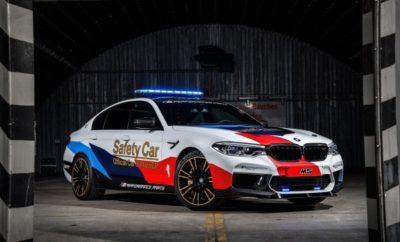 Καινοτόμα οχήματα υψηλών επιδόσεων για την Ασφάλεια στην υψηλότερη βαθμίδα του μηχανοκίνητου αθλητισμού σε δύο τροχούς: η BMW M GmbH έχει παραμείνει πιστή σε αυτή την αρχή σε όλη τη διάρκεια μιας συνεργασίας σχεδόν 20 χρόνων με τη διοργανώτρια του MotoGP, Dorna Sports, στα πλαίσια του 'Επισήμου Αυτοκινήτου του MotoGP'. Αυτό επιβεβαιώνεται και με τη νέα BMW M5 MotoGP Safety Car, που είναι η νέα άφιξη στο στόλο Αυτοκινήτων Ασφαλείας. Το νέο Safety Car βασίζεται στην BMW M5 sedan υψηλών επιδόσεων (κατανάλωση μικτού κύκλου: 10,5 l/100 km*, εκπομπές CO2 στο μικτό κύκλο: 241 g/km*), που έκανε την πρώτη της δημόσια εμφάνιση τον Αύγουστο. Η νέα BMW M5 MotoGP Safety Car θα κάνει την πρεμιέρα της στον τελευταίο αγώνα του MotoGP για φέτος στη Βαλένθια στην Ισπανία (10 - 12 Νοεμβρίου) και θα ηγηθεί του στόλου Αυτοκινήτων Ασφαλείας τη σεζόν του 2018. «Ένα MotoGP Safety Car αντιμετωπίζει τεράστιες προκλήσεις. Είναι 'ζωτικό' να ηγείσαι μιας ομάδας μοναδικών αγωνιστικών πρωτοτύπων υψηλών επιδόσεων σε όλων των ειδών τις συνθήκες», δήλωσε ο Frank van Meel, Πρόεδρος της BMW M GmbH. «Η καινοτόμα αγωνιστική τεχνολογία είναι απαραίτητο συστατικό στοιχείο. Η νέα BMW M5 αποτελεί την τέλεια βάση για ένα αυτοκίνητο ασφαλείας, καθώς τα τεχνικά χαρακτηριστικά της διασφαλίζουν άριστη συμπεριφορά, ακόμα και στα όρια της δυναμικής οδήγησης – στο δρόμο και στην πίστα. Η εξέλιξη ποτέ δεν μένει στάσιμη στο MotoGP, που πάντα πιέζει τα όρια όλο και περισσότερο. Το ίδιο ισχύει και για την BMW M GmbH – και η νέα M5 MotoGP Safety Car είναι ένα εξαιρετικό παράδειγμα του πάθους μας για την καινοτομία και τα μέγιστα επίπεδα επιδόσεων». Αξιοσημείωτο είναι το νέο σύστημα τετρακίνησης M xDrive, αποκλειστικά σχεδιασμένο για μοντέλο M, που χρησιμοποιείται στην BMW M5 για πρώτη φορά. Με ακριβή συμπεριφορά και τέλεια πρόσφυση, το σύστημα εγγυάται βελτιστοποιημένη δυναμική συμπεριφορά σε όλων των ειδών τις συνθήκες. Η καρδιά της BMW M5, ένας V8 κινητήρας 4.4 λίτρων με τεχνολογία M TwinPower Turbo, έχει αναβαθμιστεί