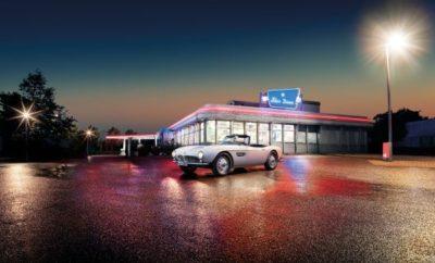 """Η θρυλική επιστροφή της BMW 507 είναι γεγονός. Προηγήθηκε μία από τις πιο θεαματικές ανακαλύψεις κλασικών αυτοκινήτων των τελευταίων χρόνων. Πρόκειται για τη BMW 507 που οδηγούσε ο Αμερικανός μουσικός Elvis Presley, ήδη διάσημος την εποχή εκείνη σαν """"Βασιλιάς του Rock'n'Roll"""", ενώ υπηρετούσε τη στρατιωτική θητεία του στη Γερμανία. Στη συνέχεια εξαφανίστηκε για σχεδόν 50 χρόνια και όλοι πίστευαν ότι είχε χαθεί πριν ξαναδεί το φως της δημοσιότητας. Μετά από σχεδόν δύο χρόνια σχολαστικών εργασιών αποκατάστασης, το BMW Group Classic παρουσίασε το roadster για πρώτη φορά στο κοινό. Πλήρως αναπαλαιωμένο αποκαλύφθηκε στις 21 Αυγούστου 2016 στο Concours d'Elegance στο Pebble Beach, Καλιφόρνια. Η BMW 507 με αριθμό πλαισίου 70079 προσέλκυσε τους επισκέπτες της δημοφιλούς έκθεσης κλασικών αυτοκινήτων όπως ακριβώς την εποχή που ο στρατιώτης Elvis Presley παρέλαβε το αυτοκίνητο στις 20 Δεκεμβρίου του 1958: βαμμένη σε Feather White, με αλουμινένιο κινητήρα V8 150 hp, ζάντες με κεντρικό μπουλόνι, ασπρόμαυρο εσωτερικό και ραδιόφωνο Becker Mexico. «Η δυνατότητα να φέρουμε τη BMW 507 του Βασιλιά του Rock'n'Roll εδώ στο Μόναχο για αναπαλαίωση σύμφωνα με τις επιθυμίες του προηγούμενου ιδιοκτήτη της Jack Castor, ήταν έναν όνειρο που έγινε πραγματικότητα για όλους τους εμπλεκόμενους», σχολίασε ο Ulrich Knieps, Επικεφαλής του BMW Group Classic. «Ήταν ένα απίστευτα συναρπαστικό project. Το αποτέλεσμα μας κάνει τρομερά υπερήφανους αλλά και ο ίδιος ο Jack αναμφίβολα θα ένιωθε την ίδια συγκίνηση». Το καλοκαίρι του 2014, η έκθεση του αυτοκινήτου στο BMW Museum όπως ακριβώς ανασύρθηκε από μία αποθήκη ενθουσίασε τους φίλους των κλασικών αυτοκινήτων αλλά παράλληλα πυροδότησε κάποιες ερωτήσεις: ήταν πραγματικά κάποτε η BMW 507 του Elvis; Θα μπορούσε να μεταμορφωθεί αυτό το roadster σε κόσμημα της δεκαετίας του 1950; Από το 'Return to Sender' στο 'It's Now or Never'. Η κατάσταση του διθέσιου ήταν πραγματική πρόκληση. Αν και τα εξαρτήματα και άλλα στοιχεία του πρώτου αμαξώματος ήταν σχεδόν όλα εκεί """