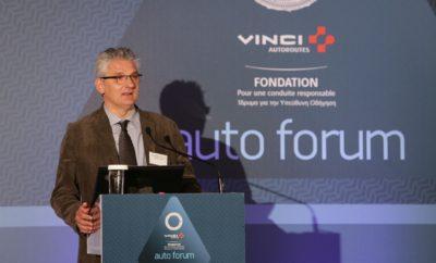 «Η τεχνολογία στην υπηρεσία της οδικής ασφάλειας» Με μεγάλη επιτυχία ολοκληρώθηκε το πρώτο αυτοκινητικό συνέδριο στη χώρα μας. Μια καινοτόμα πρωτοβουλία που έρχεται να καλύψει ένα κενό που υπήρχε στο συνεδριακό επιχειρείν. To FONDATION VINCI AUTOROUTES - Auto Forum 2017 (#auf17 - http:/www.auto.ethosevents.eu/) με θέμα: «Η τεχνολογία στην υπηρεσία της οδικής ασφάλειας» διεξήχθη στις 2 Νοεμβρίου 2017 στο Divani Apollon Palace & Thalasso , με πλήθος σημαντικών ομιλητών. Την πολιτεία εκπροσώπησαν ο Γενικός Γραμματέας του Υπουργείου Υποδομών, Μεταφορών και Δικτύων, κ. Θάνος Βούρδας και ο Πρόεδρος της Μόνιμης Επιτροπής για την Οδική Ασφάλεια της Βουλής, κ. Γιώργος Ουρσουζίδης. Το συνέδριο οργανώθηκε από την Ethos Events σε συνεργασία με το Ινστιτούτο Οδικής Ασφάλειας «Πάνος Μυλωνάς» και το οικονομικό και επενδυτικό περιοδικό ΧΡΗΜΑ, και υπό την αιγίδα του Συνδέσμου Εισαγωγέων Αντιπροσώπων Αυτοκινήτων & Δικύκλων, της Hellastron, του Συλλόγου Ελλήνων Συγκοινωνιολόγων, της Ένωσης Ασφαλιστικών Εταιριών Ελλάδος και του Πανελληνίου Συνδέσμου Ιδιωτικών ΚΤΕΟ. Ο διευθυντής του Συνδέσμου Εισαγωγέων Αντιπροσώπων Αυτοκινήτων & Δικύκλων, κ. Δημήτρης Πάτσιος τοποθετήθηκε για τα θέματα που αφορούν στο περιβάλλον και σχετίζονται με την ασφάλεια όλων μας. Η υπεύθυνη προγράμματος του ETSC, κα. Graziella Jost στάθηκε στην απόσπαση προσοχής των οδηγών, στην έλλειψη αστυνόμευσης και στην βούληση να μειωθεί η μ.ω.τ. των οχημάτων στους δρόμους της Ευρωπαϊκής Ένωσης. Ο Πρόεδρος και Διευθύνων Σύμβουλος της Autovision, κ. Βασίλης Καραφέρης κατέθεσε ολοκληρωμένη πρόταση για τον εκσυγχρονισμό των διαδικασιών πιστοποίησης του τεχνικού ελέγχου ΚΤΕΟ. Αντίστοιχα ο κ. Πάνος Κούβαλης, Διευθυντής της Anytime μίλησε για τα ηθικά διλήμματα που δημιουργεί η χρήση αυτόνομων οχημάτων. Ο καθηγητής του ΕΜΠ, κ. Σταμάτης Πολύδωρας αναφέρθηκε στις εφαρμογές της τρισδιάστατης εκτύπωσης στην αυτοκίνηση και κατ' επέκταση στην οδική ασφάλεια. Ο Αντιπρόεδρος των Ελλήνων Συγκοινωνιολόγων, κ. Δημήτρης Κατσώχης στάθηκε στο 