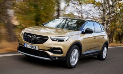 """Συμπαγές SUV 130 kW/177 hp diesel και οκτατάχυτο αυτόματο κιβώτιο Δίλιτρος diesel στην κορυφή της γκάμας κινητήρων του νέου μοντέλου Απόλυτη άνεση για το Opel Grandland X Ultimate Το νέο Opel Grandland X γιόρτασε την παγκόσμια πρεμιέρα του στο Σαλόνι Αυτοκινήτου της Φρανκφούρτης το Σεπτέμβριο και πρόσφατα έφτασε στα καταστήματα των Διανομέων. Τώρα, η Opel αποφασίζει να επεκτείνει τη γκάμα κινητήρων της για το νέο SUV μοντέλο της. Το Grandland X μπορεί να παραγγελθεί με τον κορυφαίο δίλιτρο diesel 130 kW/177 hp, που αποδίδει μέγιστη ροπή 400 Nm. Αυτός συνδυάζεται με το νέο, οκτατάχυτο αυτόματο κιβώτιο (κατανάλωση diesel στον κύκλο NEDC: στην πόλη 5,3-5,31 l/100 km, εκτός πόλης 4,6-4,51 l/100 km, μικτός κύκλος 4,9-4,81 l/100 km, 128-126[1] g/km CO2). «Το νέο μας Opel Grandland X ενσαρκώνει το πνεύμα της περιπέτειας και της ελευθερίας. Όπως είναι φυσικό, ένας πολύ ισχυρός turbo diesel που υπόσχεται μεγαλύτερη οδηγική απόλαυση με μικρότερη κατανάλωση συμπληρώνει ιδανικά το μοντέλο. Και αυτό είναι κάτι που πετυχαίνει ο νέος, κορυφαίος 2.0L diesel για το Grandland X. Ο νέος μας 'διεκδικητής' στην κατηγορία SUV μπορεί να δείξει όλη τη δύναμή του σε συνδυασμό με ένα 'στρωτό' οκτατάχυτο αυτόματο κιβώτιο» δήλωσε ο Peter Küspert, Διευθύνων Σύμβουλος Πωλήσεων & Μάρκετινγκ, Opel Automobile GmbH. Επιπλέον, το Opel Grandland X θα διατίθεται με την premium έκδοση """"Ultimate"""", που περιλαμβάνει μία σειρά πολυτελών στοιχείων εξοπλισμού, στάνταρ. Το σπορ και κομψό SUV εντυπωσιάζει ακόμα περισσότερο με τις αλουμινένιες δίχρωμες (BiColor) 19άρες ζάντες και τις ασημί ράγες οροφής. Επιπλέον, premium εργονομικά καθίσματα, δερμάτινη ταπετσαρία, το premium ηχοσύστημα και πολυάριθμα, υπερσύγχρονα συστήματα υποστήριξης και infotainment υπόσχονται υψηλά επίπεδα άνεσης και ευεξίας. High-tech με εγγυημένη οδηγική απόλαυση: 2.0L diesel με 8τάχυτο αυτόματο κιβώτιο Το νέο Opel Grandland X ήδη σε προκαλεί να το οδηγήσεις με το ευρύχωρο εσωτερικό, την ελκυστική off-road εμφάνιση και το αθλητικό του αμάξ"""