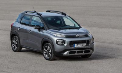 """Μετά την αποκάλυψη του C5 Aircross, η Citroën εντείνει – σε παγκόσμια κλίμακα- την επίθεση της στην κατηγορία των SUV με το νέο C3 Aircross, το NEXT GEN. SUV με τη δυναμική προσωπικότητα. Το μοναδικό στυλ του αμαξώματος και οι δυναμικές γραμμές του, προσδίδουν στο νέο μοντέλο ένα ισχυρό και φρέσκο χαρακτήρα. Μια προσωπικότητα που ενισχύεται από τις εκτεταμένες δυνατότητες εξατομίκευσης, με 85 εξωτερικούς συνδυασμούς και 5 επιλογές εσωτερικών επενδύσεων. Εμπνευσμένο από τις επιθυμίες των πελατών, αυτό το ανθρωποκεντρικό SUV διαθέτει απαράμιλλη ευρυχωρία και ευελιξία, με ένα σαλόνι που μοιάζει να επεκτείνεται προς τα έξω χάρη στην πανοραμική γυάλινη ηλιοροφή. Ως πρεσβευτής του προγράμματος """"Citroën Advanced Comfort®"""", το νέο C3 Aircross φέρνει την ολική ευεξία μέσα στο αυτοκίνητο και προσφέρει μια εκπληκτική εμπειρία οδήγησης. Το νέο μοντέλο κινείται εξίσου άνετα στην πόλη και στον ανοιχτό δρόμο, ενώ οι εκτός δρόμου δυνατότητές του ενισχύονται από τα συστήματα Grip Control® και Hill Assist Descent. Είναι επίσης εξοπλισμένο με σύγχρονες τεχνολογίες, συμπεριλαμβανομένων 12 συστημάτων υποβοήθησης του οδηγού, ανάμεσά τους η προβολή ενδείξεων στο παρμπρίζ (head-up display) και 4 τεχνολογίες συνδεσιμότητας, όπως η ασύρματη φόρτιση των smartphones. Δύο νέα στοιχεία τα οποία προστίθενται στον προαιρετικό εξοπλισμό του αυτοκινήτου. Το νέο Citroën C3 Aircross NEXT GEN. SUV άρχισε να διατίθεται στην Ευρώπη το δεύτερο εξάμηνο του 2017, ενώ στη συνέχεια θα κυκλοφορήσει σε όλο τον υπόλοιπο κόσμο. Μετά το νέο C5 Aircross, το SUV της κατηγορίας C που αποκαλύφθηκε τον Απρίλιο στο Σαλόνι Αυτοκινήτου της Σαγκάης, η Citroën εντείνει την επίθεσή της στην κατηγορία των SUV το 2017. Σήμερα η μάρκα αποκαλύπτει το νέο Citroën C3 Aircross NEXT GEN.SUV που είναι έτοιμο να κατακτήσει μια κατηγορία της αγοράς που πενταπλασιάστηκε μεταξύ 2012 και 2016 τόσο στην Ευρώπη, όσο και παγκοσμίως. Τα SUV της εταιρίας είναι ανθρωποκεντρικά και εμπνευσμένα από την οπτική των πελατών. Η σχεδίασή τους πηγάζει """