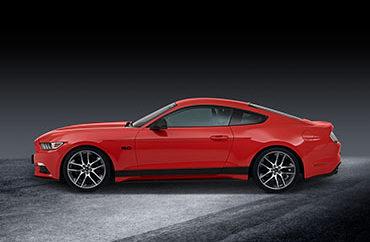 Νέα Προϊόντα και Αξεσουάρ από τη Ford Performance. Προορίζονται για Αναβάθμιση των Μοντέλων Ford ST, RS, Mustang και Διαθέτουν Εγγύηση Ford • Προϊόντα 'Ford Performance Parts' που αναβαθμίζουν την εμφάνιση, τον ήχο και την οδική συμπεριφορά των μοντέλων Ford Performance διατίθεται για παραγγελία στην Ευρώπη. • Ειδικά εξελιγμένα για τη Ford με τη συμβολή ειδικών όπως οι Roush, Borla, KW και Remus, όλα τα προϊόντα Ford Performance Parts καλύπτονται από την εγγύηση της Ford. • Μεταξύ αυτών είναι τα προ-συναρμολογημένα κιτ γονάτων ελατηρίων-αμορτισέρ για ταχεία τοποθέτηση. Προορίζονται για μοντέλα Fiesta ST, Focus ST, Focus RS και Ford Mustang • Ford Performance Drift Stick concept για πρώτη φορά στην Ευρώπη. Το πρώτο ηλεκτρονικό χειρόφρενο εμπνευσμένο από αγώνες ράλι, εξελίχθηκε για το Focus RS και εγκρίθηκε από τον Ken Block. Τα Ford Performance Parts λανσάρονται στην Ευρώπη – πρόκειται για μία νέα σειρά ειδικά σχεδιασμένων, υψηλής ποιότητας προϊόντων εγκεκριμένων από τη Ford, με τα οποία οι πελάτες θα μπορούν να βελτιώσουν την εμφάνιση, τον ήχο και την οδική συμπεριφορά των Ford Performance μοντέλων τους. Το πρώτο 'κύμα' περίπου 70 εξατομικευμένων αξεσουάρ Ford Performance Parts εγγυημένων από τη Ford παρουσιάστηκε για πρώτη φορά στην Έκθεση Αυτοκινήτου του Essen (Γερμανία) και ήδη διατίθεται στην Ευρώπη μέσω του δικτύου εμπόρων της Ford από την 1η Δεκεμβρίου. Θα είναι διαθέσιμα μέσα από το δίκτυο των εξουσιοδοτημένων συνεργείων της Ford οι οποίοι αναλαμβάνουν την τοποθέτηση τους από ειδικά εκπαιδευμένους τεχνικούς. Η γκάμα Ford Performance Parts θα επεκταθεί το 2018 για να καλύψει περισσότερα μοντέλα Ford και να συμπεριλάβει νέα προϊόντα. Τα μοντέλα Ford Performance στην Ευρώπη περιλαμβάνουν τα νέα Fiesta ST, Focus ST, Focus RS, Ford Mustang και το Ford GT supercar. «Τα μοντέλα Ford είναι συνώνυμα των επιδόσεων. Τα Ford Performance Parts θα αυξήσουν την απόλαυση της οδηγικής εμπειρίας» δήλωσε ο Fabio Carafa, υπεύθυνος εξατομίκευσης οχημάτων, Ford Ευρώπης. «Οι πελάτε