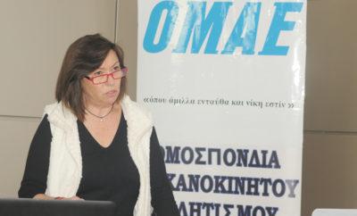 Συνάντηση της ΟΜΑΕ-ΕΠΑ με εκπροσώπους του Τύπου Μια σειρά από σημαντικά επίκαιρα θέματα των ελληνικών αγώνων αυτοκινήτου, καθώς και τον απολογισμό του 2017, ανέπτυξε η διοίκηση της ΟΜΑΕ και της Επιτροπής Αγώνων (ΕΠΑ) στους εκπροσώπους των μέσων ενημέρωσης που παρευρέθησαν το μεσημέρι της Δευτέρας (18/12) στην ενημερωτική συνάντηση στο Ποδηλατοδρόμιο του ΟΑΚΑ. Ο πρόεδρος της Ομοσπονδίας, κ. Δημήτρης Μιχελακάκης παρέθεσε μεταξύ άλλων τα προβλήματα της διεξαγωγής του Ράλλυ Ακρόπολις του 2017 και τις προκλήσεις της οργάνωσής του στις 1-3 Ιουνίου 2018, αναφέρθηκε στις δυσκολίες που αντιμετωπίζει διεθνώς η μορφή αγώνων Ράλλυ, καθώς και στους λόγους που οδήγησαν στη μη διεξαγωγή του Ιστορικού Ράλλυ Ακρόπολις το 2017. Επιπλέον, ο κ. Μιχελακάκης μίλησε για την εμβάθυνση της Διοίκησης του μηχανοκίνητου αθλητισμού που έχει πετύχει η ΟΜΑΕ τα τελευταία χρόνια με την ενεργοποίηση των Εποπτικών και Πειθαρχικών οργάνων και με την «κατάκτηση» του ΑΣΕΑΔ, καθώς και για τις προσπάθειες προβολής των αγώνων, τα ασφαλιστήρια συμβόλαια των αγωνιζόμενων και το θέμα των πινακίδων των Ιστορικών αυτοκινήτων - για το οποίο αναμένονται οι τελικές εξελίξεις από τα αρμόδια υπουργεία και τους επίσημους φορείς. Στη συνέχεια, ο λόγος πέρασε στην πρόεδρο της ΕΠΑ. Η κα Ανίτα Πασαλή ανέφερε το περιεχόμενο της Επιστολής της FIA που η ΟΜΑΕ παρέλαβε το ίδιο πρωί πριν τη συνάντηση - επιστολή με την οποία η Διεθνής Ομοσπονδία ενημέρωσε ότι η Γενική της Συνέλευση την 8η Δεκεμβρίου επέβαλλε τη μεταφορά της εξουσιοδότησης της διεξαγωγής αγώνων (Sporting Power) από την ΕΛΠΑ στην ΟΜΑΕ για απεριόριστο χρονικό διάστημα. Η κα Πασαλή αποκατέστησε την αλήθεια μιας σειράς δημοσιευμάτων που εμφανίστηκαν στα μέσα κοινωνικής δικτύωσης και παραπληροφορούσαν για τη σχέση της ΟΜΑΕ με τη FIA και για την εκπροσώπηση της Ελλάδας στις Επιτροπές της Διεθνούς Ομοσπονδίας. Τέλος, ανέπτυξε με επιχειρήματα και με στατιστικές αναλύσεις τα κριτήρια για τη σύνταξη του Προγράμματος και των Προκήρυξεων των αγώνων αυτοκινήτου του 2018, και