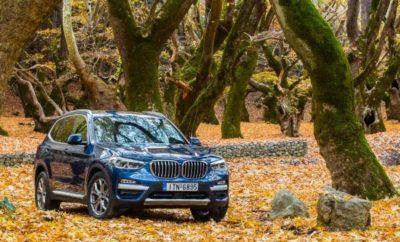 Η BMW X3 ήταν το αυτοκίνητο που εγκαινίασε τη μεσαία κατηγορία SAV (Sports Activity Vehicle) το 2003. Από τότε, η BMW έχει καταγράψει πάνω από 1,5 εκατομμύριο νέες ταξινομήσεις της X3 σε δύο γενιές μοντέλων μέχρι σήμερα. Τώρα, η νέα BMW X3 ετοιμάζεται να γράψει το επόμενο κεφάλαιο στην επιτυχημένη ιστορία της με μία ακόμα πιο εντυπωσιακή, δυναμική σχεδιαστική γλώσσα, ισχυρά και παράλληλα αποδοτικά συστήματα κίνησης και πολυτελή εξοπλισμό. Όπως όλα τα μέλη της επιτυχημένης οικογένειας X, συνδυάζει ξεχωριστά οδηγικά χαρακτηριστικά παντός εδάφους με απεριόριστη καθημερινή χρηστικότητα. Μεγαλύτερη σχεδιαστική σαφήνεια και τρεις εκδόσεις μοντέλων. Η τρίτη γενιά της BMW X3 ακολουθεί τα χνάρια των προκατόχων της συνδυάζοντας σκληροτράχηλη εμφάνιση off-road με σπορ στυλ. Οι γνώριμες αναλογίες, όπως πολύ κοντοί εμπρός και πίσω πρόβολοι, αναδεικνύουν την τέλεια κατανομή βάρους 50:50 μεταξύ εμπρός και πίσω άξονα. Οι δυναμικές προθέσεις της νέας BMW X3 υπογραμμίζονται από μία στιβαρή μάσκα και τους προβολείς ομίχλης με εξαγωνική σχεδίαση για πρώτη φορά σε μοντέλο BMW X. Τα πίσω φωτιστικά σώματα (με τρισδιάστατη εμφάνιση και προαιρετική full-LED λειτουργικότητα που ενισχύουν το δυναμικό στυλ), η αεροτομή στην έντονα καθοδική οροφή και οι δύο απολήξεις εξαγωγής δημιουργούν ένα μυώδες πίσω τμήμα. Με τις εκδόσεις xLine, M Sport και Luxury Line (η τελευταία είναι προσθήκη στη γκάμα) και τα αξεσουάρ BMW Individual, η εμφάνιση της BMW X3 προσαρμόζεται με ακόμα μεγαλύτερη ακρίβεια στα προσωπικά γούστα των πελατών. Εκτός από τις στάνταρ 18άρες ζάντες αλουμινίου (προηγουμένως: 17-ιντσών), οι πελάτες μπορούν να επιλέξουν από συνδυασμούς ζαντών/ελαστικών διαστάσεων έως 21-ιντσών. Πέρα από τη διαφοροποίηση ορισμένων εξωτερικών χαρακτηριστικών, οι τρεις εκδόσεις εξοπλισμού προσαρμόζουν το εσωτερικό στη θεματολογία που υποστηρίζει η κάθε μία. Το εσωτερικό της νέας BMW X3 διαθέτει έναν απαράμιλλο συνδυασμό ποιότητας υλικών, φινιρίσματος και εφαρμογής ενώ ξεπερνά την προκάτοχό της σε πολυτέλεια