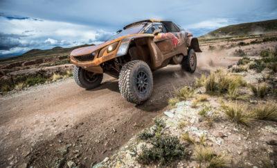 6η ειδική διαδρομή (Arequipa – La Paz): Με τον αγώνα να έχει περάσει στις ορεινές διαδρομές της Βολιβίας το σκηνικό και ο τρόπος οδήγησης των πληρωμάτων έχει αλλάξει εντελώς. Η Peugeot διατηρεί το προβάδισμά της στο Ντακάρ με μία τέταρτη νικηφόρα ειδική και την πρώτη φετινή του Carlos Sainz. Τα καλά νέα για όλα τα πληρώματα είναι πως ακολουθεί η καθιερωμένη ημέρα ξεκούρασης σε ένα Ντακάρ όπου τα πάντα μπορούν να συμβούν. • Οι Carlos Sainz/Lucas Cruz ήταν οι ταχύτεροι της 6ης ειδικής διαδρομής και σημείωσαν την 1η τους φετινή νίκη σε υψόμετρο που φτάνει τα 4.732 μέτρα. Τερμάτισαν περίπου 4 λεπτά μπροστά από το δεύτερο πλήρωμα και βρίσκονται στην 2η θέση της γενικής κατάταξης. Με όπλο την αξιοπιστία του PEUGEOT 3008DKR Maxi o Carlos Sainz αι ο συνοδηγός του θα έχουν ένα όμορφο ρεπό. • Οι Stéphane Peterhansel/Jean-Paul Cottret απέφυγαν τα ρίσκα και διατηρούν την 1η τους θέση στην γενική βαθμολογία ολοκληρώνοντας την ειδική στην 2η θέση. • Οι Cyril Despres/David Castera έχουν πλέον ως στόχο μόνο τη νίκη στις ειδικές αφού μετά από προβλήματα που είχαν τις τελευταίες ημέρες έχουν τεθεί εκτός διεκδίκησης του τίτλου. Παρόλα αυτά το ηθικό του πληρώματος είναι ανεβασμένο και αποδεικνύεται από τον 5ο καλύτερο χρόνο στην τελευταία ειδική, πριν την μονοήμερη ανάπαυλα. Η κατάταξη στην 6η ειδική διαδρομή 1. Carlos Sainz (ESP) / Lucas Cruz (ESP), PEUGEOT 3008 DKR Maxi, 2h53m30s 2. Stéphane Peterhansel (FRA) / Jean-Paul Cottret (FRA), PEUGEOT 3008DKR Maxi, +4m06s 3. Nasser Al Attiyah (QAT) / Matthieu Baumel (FRA), Toyota 4WD, +5m05s 4. Giniel de Villiers (ZAF) / Dirk von Zitzewitz (ZAF), Toyota 4WD, +5m31s 5. Cyril Despres (FRA) / David Castera (FRA), PEUGEOT 3008DKR Maxi, +8m49s 6. Mikko Hirvonen (FIN) / Andreas Schulz (GER), Mini 2WD, +8m56s 7. Bernhard Ten Brinke (NED) / Michel Perin (FRA), Toyota 4WD, +9m31s 8. Lucio Alvarez (ARG) / Robert Howie (ZAF), Toyota 4WD, +12m26s 9. Martin Prokop (CZE) / Jan Tomanek (CZE), Ford 4WD, +12m31s 10. Jakub Przygonski (POL) / Tom Colsoul (BEL)