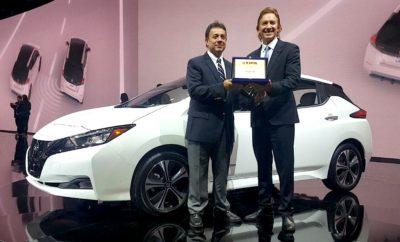 """Το Nissan LEAF κατέκτησε το βραβείο """"2018 FIPA Πράσινο αυτοκίνητο της χρονιάς"""", στο Ντιτρόιτ. Στο Nissan LEAF, το 100% ηλεκτροκίνητο όχημα της μάρκας και το κορυφαίο σε πωλήσεις στην κατηγορία, απονεμήθηκε το βραβείο """"2018 FIPA Πράσινο Αυτοκίνητο της Χρονιάς"""" από την Παναμερικανική Ομοσπονδία Δημοσιογράφων Αυτοκινήτου (FIPA). Αξιοσημείωτο είναι πως το νέο Nissan LEAF κατέγραψε το υψηλότερο αποτέλεσμα, μεταξύ των άλλων 9 υποψηφιοτήτων. Κατά τη διάρκεια του Διεθνούς Σαλονιού Αυτοκινήτου του Ντιτρόιτ, εκπρόσωποι της FIPA παρέδωσαν το συγκεκριμένο βραβείο στον José Luis Valls, πρόεδρο της Nissan Latin America. """"Αυτό το βραβείο είναι ένα σαφές παράδειγμα της παγκόσμιας ηγεσίας της Nissan στα ηλεκτροκίνητα οχήματα, όπως και στην τεχνολογία αυτόνομης οδήγησης, υπό το όραμα του Nissan Intelligent Mobility, με το οποίο η Nissan στοχεύει στη βελτίωση της ζωής των ανθρώπων, αλλάζοντας τον τρόπο που τα αυτοκίνητα οδηγούνται, τροφοδοτούνται και ενσωματώνονται στην κοινωνία"""". Σχετικά με το Nissan LEAF Το Nissan LEAF έχει κατακτήσει ένα σημαντικό ορόσημο, καθώς 300.000 αυτοκίνητα έχουν πωληθεί παγκοσμίως από το 2010. Το Nissan EV είναι το πρώτο, αμιγώς ηλεκτροκίνητο, μαζικής παραγωγής όχημα με μηδενικές εκπομπές ρύπων και με τις περισσότερες πωλήσεις στον κόσμο. Η νέα γενιά του Nissan LEAF παρουσιάστηκε το φθινόπωρο του περασμένου έτους, στο Τόκιο. Με τον ξεχωριστό του σχεδιασμό και με την ενσωμάτωση καινοτόμων τεχνολογιών, το νέο Nissan LEAF καθίσταται το μοντέλο αναφοράς της Nissan αναφορικά με το όραμά της για την Ευφυή Κινητικότητα. Επιπλέον, η νέα έκδοση προσφέρει αυτονομία που αγγίζει τα 378 χιλιόμετρα (NEDC), ισχύ 150hp (110 kW) και μέγιστη ταχύτητα 144 km/h. Νέα τεχνολογία Το νέο LEAF υιοθετεί την αυτόνομη τεχνολογία οδήγησης ProPILOT, που χρησιμοποιείται κατά τη διάρκεια της οδήγησης με μία λωρίδα κυκλοφορίας στον αυτοκινητόδρομο. Προσφέρει επίσης την τεχνολογία ProPILOT Park, η οποία ελέγχει το τιμόνι, την επιτάχυνση, την πέδηση, την αλλαγή ταχυτήτων και το χειρόφρενο, σ"""