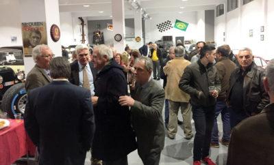 Χθές το βράδυ, στον άνετο χώρο του Τάκη Φωτεινόπουλου και ανάμεσα στα πανέμορφα ιστορικά του οχήματα, μαζεύτηκαν περισσότεροι από 100 φίλοι για να ακούσουν τις θέσεις και το όραμα του Τάκη για την ΦΙΛΠΑ ως υποψήφιος πρόεδρος της λέσχης. Στις φωτογραφίες διακρίνονται επώνυμοι φίλοι και δημοσιογράφοι που τίμησαν την συνάντηση με την παρουσία τους.