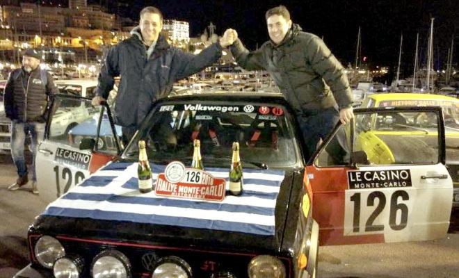 Ο Γιώργος Δελαπόρτας και ο συνοδηγός του Σπύρος Μουστάκας πέτυχαν μια από τις σπουδαιότερες ελληνικές διακρίσεις στο διεθνή μηχανοκίνητο αθλητισμό, ανεξαρτήτως θεσμού και εποχής, τερματίζοντας στη δεύτερη θέση του Ιστορικού Ράλλυ Μόντε Κάρλο 2018 - του πιο φημισμένου αγώνα Ιστορικών αυτοκινήτων του κόσμου. Οι Έλληνες αγωνιζόμενοι, με Volkswagen Golf GTI του 1979, ξεκίνησαν τον πενθήμερο αγώνα μπαίνοντας στην πρώτη 20άδα της γενικής κατάταξης μεταξύ των 307 πληρωμάτων που πήραν εκκίνηση. Στην 7η από τις 15 Ειδικές Διαδρομές μπήκαν στη δεκάδα, και έκτοτε έφτασαν στην επιτυχία της τελικής δεύτερης θέσης κερδίζοντας δύο Ειδικές (την 10η Col de Carri-Saint Jean en Royans και την 15η Saint Sauveur-Beuil), και σημειώνοντας τη δεύτερη επίδοση σε ακόμα δύο. Δελαπόρτας: «Έχουμε βρει το ρυθμό μας» «Έίμαστε ιδιαίτερα χαρούμενοι με το αποτέλεσμα, στον πιο δύσκολο αγώνα του κόσμου» είπε ο Γιώργος Δελαπόρτας λίγες ώρες μετά τον τερματισμό του 21ου Ιστορικού Ράλλυ Μόντε Κάρλο. «Τα βάλαμε με τα 'τέρατα', καθώς η πρώτη εκατοντάδα των αγωνιζόμενων είναι επαγγελματίες, ενώ εμείς χομπίστες. »Συμμετέχοντας σ' αυτόν τον αγώνα για τέταρτη φορά, φέτος, ήρθαμε έχοντας κάνει επτάμηνη προετοιμασία και έχοντας αναλύσει όλες τις λεπτομέρειες. Αυτός είναι και ο λόγος που κερδίσαμε και δύο Ειδικές. Έχουμε βρει το ρυθμό μας, και πιστεύω ότι μπορούμε να επαναλάβουμε το ίδιο αποτέλεσμα με τον συνοδηγό μου Σπύρο Μουστάκα, με τον οποίο διαμορφώσαμε ένα καλό δίδυμο». Ο Γιώργος Δελαπόρτας κατέληξε: «Ξεκινήσαμε τον αγώνα με 30 ώρες οδήγηση. Κοιμόμασταν 4 ώρες την ημέρα, και τρώγαμε... μισή φορά. Είναι ένα Ράλλυ που σε καταπονεί τόσο πολύ για πέντε μέρες, που χρειάζεσαι τεράστια ψυχικά αποθέματα. Φέτος είχαμε 4 Ειδικές με πάρα πολύ χιόνι, που συχνά έφτανε το μισό μέτρο, κι αυτό μας προκαλούσε προβλήματα. Ανοίγοντας το δρόμο στην 'πούδρα' του χιονιού, το αυτοκίνητο δυσκολευόταν με τις αυλακώσεις. Πάντως, με την εμπειρία των προηγούμενων ετών καταφέραμε να ανταποκριθούμε στις συνθήκες». Μουσάκας: «Συνοδήγηση