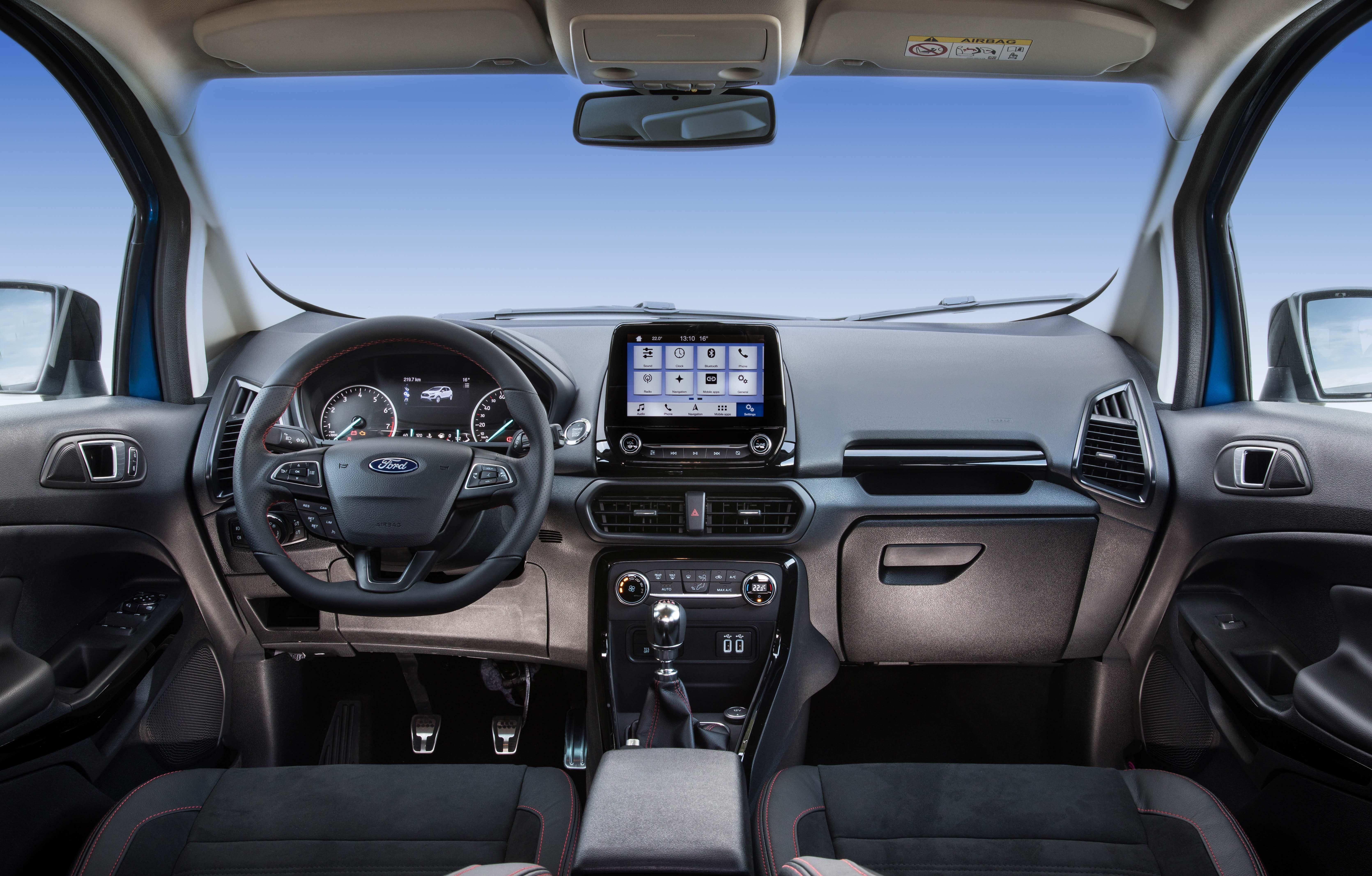 """• Νέο Ford EcoSport SUV λανσάρει τον ισχυρό, νέο κινητήρα 1.5L Ford EcoBlue diesel και σύστημα Intelligent All Wheel Drive που αυξάνει την ευελιξία και τις δυνατότητες • Σκληροτράχηλο, στιλάτο εξωτερικό EcoSport προσφέρει περισσότερες επιλογές εξατομίκευσης με αντίθετα χρώματα οροφής, ενώ για πρώτη φορά διατίθεται σπορ έκδοση EcoSport ST-Line • Ανανεωμένο, εργονομικό εσωτερικό με ανεξάρτητη, κεντρική οθόνη αφής έως 8 ιντσών, θερμαινόμενο τιμόνι και premium ηχοσύστημα B&O PLAY • Προηγμένες τεχνολογίες όπως συνδεσιμότητα SYNC 3, Cruise Control και Adjustable Speed Limiter, και Rear View Camera για οπισθοπορεία με αυτοπεποίθηση Το νέο συμπαγές SUV Ford EcoSport προσφέρει αυξημένη ευελιξία, περισσότερες ικανότητες, ανανεωμένο στυλ και προηγμένες τεχνολογίες για τους Ευρωπαίους πελάτες. Το νέο Ford EcoSport για πρώτη φορά προσφέρει τεχνολογία Ford Intelligent All Wheel Drive για βελτιωμένη πρόσφυση στο δρόμο και εκτός δρόμου, σε συνδυασμό με ένα προηγμένο, νέο κινητήρα 1.5-L EcoBlue diesel, που αποδίδει έως 125 ίππους με βελτιωμένες εκπομπές CO2.* Επίσης, για πρώτη φορά διατίθεται σπορ μοντέλο EcoSport ST Line εμπνευσμένο από τη Ford Performance. Το νέο Ford EcoSport προσφέρει τεχνολογίες υποστήριξης οδηγού όπως συνδεσιμότητα SYNC 3, Cruise Control με Adjustable Speed Limiter και Rear View Camera. Με ένα αναβαθμισμένο, δυναμικό, σκληροτράχηλο και ανανεωμένο εξωτερικό στυλ, το νέο μοντέλο διατίθεται σε 12 τολμηρές αποχρώσεις και προσφέρει ακόμα περισσότερες δυνατότητες εξατομίκευσης – με αντίθετες αποχρώσεις οροφής που εκτείνονται μέχρι τις κολόνες των παραθύρων, τα πάνω πλαίσια των θυρών, την αεροτομή οροφής και τους εξωτερικούς καθρέπτες. Ένα χρηστο-κεντρικό, πολυτελές νέο εσωτερικό προσφέρει μία ανώτερη εμπειρία στους επιβάτες με ανεξάρτητη κεντρική οθόνη αφής 8 ιντσών, θερμαινόμενο τιμόνι και έξυπνες λύσεις αποθήκευσης, όπως ρυθμιζόμενο πάτωμα χώρου αποσκευών. """"Η Ford έχει πουλήσει πάνω από 166.000 οχήματα EcoSport στην Ευρώπη από το 2014 που λανσάραμε το μοντέλο στην"""