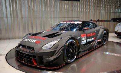 """Δυναμική παρουσία της Nissan / NISMO στους αγώνες του μηχανοκίνητου αθλητισμού και το 2018. Συντροφιά με μια πλειάδα """"αστέρων"""" και αγωνιστικών αυτοκίνητων του πρωταθλήματος Super GT, η Nissan αποκάλυψε το περασμένο Σάββατο, από τις κεντρικές της εγκαταστάσεις στην Ιαπωνία, το αγωνιστικό της πρόγραμμα για το 2018. Η Nissan / NISMO εισέρχεται στο πρωτάθλημα του 2018 με μια ανανεωμένη ομάδα, με την NDDP Racing και την B-Max να κάνουν το ντεμπούτο τους στο GT500, αλλά και με τον πρωταθλητή της Formula 3 στην Ιαπωνία Mitsunori Takaboshi, να είναι πανέτοιμος για την πρώτη του σεζόν στο άκρως ανταγωνιστικό GT500. Παράλληλα, οι Tsugio Matsuda και Ronnie Quintarelli, οι πρωταθλητές του 2014 και του 2015 αντίστοιχα, θα οδηγήσουν και πάλι το GT-R NISMO με το No. 23, σηματοδοτώντας την πέμπτη σεζόν τους ως αγωνιστικό ντουέτο, με στόχο την κατάκτηση του τρίτου πρωταθλήματος από κοινού. Ο νικητής του GT Academy Jann Mardenborough ξεκινά τη δεύτερη σεζόν του στο GT500 με έναν νέο συνοδηγό, τον ανερχόμενο αστέρα στα δρώμενα του μηχανοκίνητου αθλητισμού της Ιαπωνίας και δις νικητή σε αγώνες του GT500, Daiki Sasaki. Η ανοικτή εκδήλωση για τους φίλους της Nismo, έλαβε χώρα στο Nissan Gallery, στο παγκόσμιο στρατηγείο της Nissan, με τα GT500 και GT300 GT-R του 2018, τους οδηγούς και τα στελέχη των αγωνιστικών ομάδων, να βρίσκονται επί σκηνής. Το επόμενο """"ραντεβού"""" θα δοθεί στον εναρκτήριο αγώνα του Πρωταθλήματος Super GT, που θα διεξαχθεί στην Okayama, στις 7 και 8 Απριλίου."""