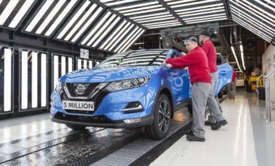 """Ρεκόρ πωλήσεων για τη Nissan στην Ευρώπη, με το τρίτο εκατομμυριοστό QASHQAI να εξέρχεται από την γραμμή παραγωγής στο Ηνωμένο Βασίλειο ! Η Nissan Europe κατέγραψε ένα μεγαλειώδες ρεκόρ για το 2017 με την παραγωγή του 3 εκατομμυριοστού Nissan QASHQAI στο Ηνωμένο Βασίλειο, σε σχεδόν μια δεκαετία από τότε που κυκλοφόρησε στην αγορά και έμελε να κυριαρχήσει στην κατηγορία. Το επίτευγμα - ορόσημο του εργοστασίου του Sunderland της Nissan, ήρθε ως """"επιστέγασμα"""" των κορυφαίων πωλήσεων, που έχει καταγράψει ποτέ σε ετήσια βάση η μάρκα στην Γηραιά Ήπειρο, συνολικού ύψους 762.574 οχημάτων σε μοντέλα Datsun και Nissan. Αυτό το αποτέλεσμα των πωλήσεων """"μεταφράζεται"""" σε αύξηση 3,8% από το 2016. Το QASHQAI διαδραμάτισε καθοριστικό ρόλο στα αποτελέσματα των πωλήσεων για τη Nissan, καθώς το μοντέλο είχε μια ακόμα χρονιά ρεκόρ, με τις πωλήσεις του να αυξάνονται κατά 1,2%. Το εργοστάσιο του Sunderland κατασκεύασε 346.856 αυτοκίνητα του δημοφιλούς crossover, εκ των οποίων τα 265.520 πωλήθηκαν στην Ευρώπη. Οι εξαιρετικές πωλήσεις του QASHQAI συνετέλεσαν στο να αποκτήσει η Nissan μερίδιο αγοράς 3,7% στην Ευρώπη, με την Ισπανία (9,4% αύξηση πωλήσεων), τη Γαλλία (3% αύξηση πωλήσεων) και τη Ρωσία (αύξηση πωλήσεων 12,4%) να αντιπροσωπεύουν τις πιο ισχυρές αγορές. Το QASHQAI είναι το πιο επιτυχημένο μοντέλο στην ιστορία της Nissan στην Ευρώπη. Συνολικά, το Nissan QASHQAI έχει κερδίσει περισσότερα από 80 βραβεία, μεταξύ των οποίων 19 τίτλους """"Car of the Year"""". Ο Paul Willcox, πρόεδρος της Nissan Europe, δήλωσε: """"Το 2017 ήταν μια ακόμη χρονιά - ρεκόρ για τη Nissan Europe, ενώ και το 2018 ξεκίνησε με τον ίδιο τρόπο. Το επίτευγμα της παραγωγής 3.000.000 QASHQAI σε 10 χρόνια, αποτελεί σημαντικό ορόσημο, όπως και το νέο και πολυαναμενόμενο Nissan LEAF που ήδη έχει ρεκόρ προ-παραγγελίων, με μία κάθε 10 λεπτά."""" Ο Willcox δήλωσε ότι η Nissan αναμένει να περαιτέρω αύξηση το 2018, με τις συνολικές πωλήσεις στην Ευρώπη και τη Ρωσία να αυξάνονται κατά 2% στα 20,2 εκατομμύρια οχήματα. Συγκεκριμένα, η Niss"""