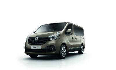 Διαθέσιμο το νέο 9θεσιο Renault Trafic Εστιάζοντας στην πρακτικότητα και την ευρυχωρία, το 9θεσιο Renault Trafic συνδυάζει ιδανικά τις έξυπνες χρηστικές λύσεις με την άνετη και ασφαλή μετακίνηση των επιβατών. Το Renault Trafic αποτελεί ένα από τα δημοφιλέστερα επαγγελματικά οχήματα στην Ευρωπαϊκή αγορά αυτοκινήτου. Η επιβατική του έκδοση προσφέρει κορυφαία ευρυχωρία και παράλληλα τα υψηλά επίπεδα άνεσης και ασφάλειας που χαρακτηρίζουν όλα τα μοντέλα της Renault. Η 9θεσια έκδοση του Renault Trafic αποτελεί την ιδανική λύση τόσο για επιχειρήσεις (π.χ. ξενοδοχειακές μονάδες, εταιρείες ενοικιάσεων αυτοκινήτων, κτλ.), όσο και για τους ιδιώτες που επιθυμούν αυξημένη μεταφορική ικανότητα από το όχημα τους (π.χ. πολύτεκνοι), αφού μπορεί να οδηγηθεί με άδεια οδήγησης Β κατηγορίας. Οι πλούσιοι χώροι για τον οδηγό και τους επιβάτες συνδυάζονται με εξίσου πλούσιο εξοπλισμό άνεσης και ασφάλειας που περιλαμβάνει όλες τις ηλεκτρικές - ηλεκτρονικές ευκολίες, αλλά και ζώνες 3σημείων για όλους τους επιβάτες. Οι επιβάτες των δύο πίσω σειρών εκτός από την ιδιαίτερα εύκολη πρόσβαση, λόγω της μεγάλης πλαϊνής πόρτας μήκους 1.030χλστ., έχουν στη διάθεση τους και ανεξάρτητη ρύθμιση για τον κλιματισμό, ένα χαρακτηριστικό πολύ χρήσιμο ιδιαίτερα κατά τους καλοκαιρινούς μήνες. Παράλληλα το 9θεσιο Renault Trafic είναι διαθέσιμο τόσο με το σύστημα πλοήγησης Media Nav Evo, όσο και 2η πλαϊνή πόρτα. Το νέο επιβατικό Renault Trafic εφοδιάζεται με τον ιδιαίτερα προηγμένο diesel κινητήρα Energy 1.6 dCi 125, ο οποίος χρησιμοποιεί δύο στροβυλοσυμπιεστές καυσαερίων (Twin Turbo) και αποδίδει 125 ίππους και 320Nm ροπής μόλις από τις 1.500 σ.α.λ. Τα εξαιρετικά χαρακτηριστικά λειτουργίας του κινητήρα συνοδεύονται επίσης από ιδιαίτερα χαμηλές τιμές κατανάλωσης (5,6λτ/100χλμ.) και εκπομπών CO2 (145γρμ./χλμ.) Το 9θεσιο Renault Trafic είναι διαθέσιμο από τις 27.545 ευρώ. Τα μοναδικά χαρακτηριστικά του επιβατικού Renault Trafic ,το κάνουν ιδανικό ακόμα και για τους πιο απαιτητικούς επιβάτες, όπως απέδειξε και κατά