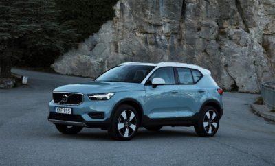 Το νέο Volvo XC40 έφτασε στην Ελλάδα - τιμές και εξοπλισμός Το νέο Volvo XC40 έφτασε στην Ελλάδα - το πρώτο αυτοκίνητο εκτίθεται στο stand της Volvo στο εμπορικό κέντρο Golden Hall, στο Μαρούσι Το δίκτυο των Επίσημων Διανομέων της Volvo έχει ξεκινήσει να δέχεται παραγγελίες, με τις τιμές να ξεκινούν από €30.713 για την έκδοση με τον κινητήρα Τ3 των 1500 κ.εκ., 156 ίππων Το Volvo XC40 θέτει νέα πρότυπα στην κατηγορία των compact premium SUV: Σύγχρονη σχεδίαση, πλήθος χρωματικών συνδυασμών και δυνατοτήτων εξατομίκευσης, βραβευμένες τεχνολογίες ασφάλειας, συνδεσιμότητας και ψυχαγωγίας, που προέρχονται από τις μεγαλύτερες Σειρές 60 και 90 Πλήρης βασικός εξοπλισμός που περιλαμβάνει City Safety τελευταίας γενιάς, προβολείς LED, ψηφιακό πίνακα οργάνων, κεντρική οθόνη αφής και το προηγμένο σύστημα Volvo On Call, με κλήση έκτακτης ανάγκης και εφαρμογή (app) για έλεγχο του αυτοκινήτου από απόσταση Το νέο Volvo XC40, το μοντέλο με το οποίο η Volvo εισέρχεται δυναμικά στην κατηγορία των compact premium SUV, βρίσκεται ήδη στην Ελλάδα. Το πρώτο αυτοκίνητο εκτίθεται από το Σάββατο 3 Φεβρουαρίου στο stand της Volvo στο εμπορικό κέντρο Golden Hall, στο Μαρούσι. Οι προτεινόμενες τιμές λιανικής για το XC40 ξεκινούν από €30.713 για τις εκδόσεις με τον κινητήρα βενζίνης Τ3 των 1.500 κ.εκ., 156 ίππων. Ακολουθούν οι εκδόσεις με τον δίλιτρο κινητήρα diesel D3 των 150 ίππων, με τιμές από €35.194: στις διαθέσιμες επιλογές περιλαμβάνεται η τετρακίνηση (AWD) και το αυτόματο κιβώτιο Geartronic, 8 σχέσεων. Στην κορυφή της γκάμας του XC40 τοποθετούνται οι εκδόσεις με τους κινητήρες diesel D4 και βενζίνης Τ5, απόδοσης 190 και 247 ίππων αντίστοιχα. Είναι διαθέσιμες αποκλειστικά με τετρακίνηση (AWD), αυτόματο κιβώτιο Geartronic 8 σχέσεων, στις εκδόσεις εξοπλισμού Momentum και R-Design, με τιμές από €49.352, για τις εκδόσεις με τον κινητήρα D4 και από €50.177 για τις βενζινοκίνητες T5. Το XC40 είναι το πρώτο μοντέλο της Volvo που βασίζεται στη νέα πλατφόρμα CMA (Compact Modular Architecture) και ενσω