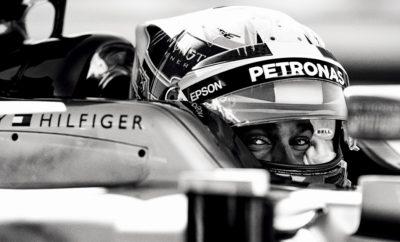 """Το Tommy Hilfiger group, το οποίο ανήκει στην PVH Corp. [NYSE:PVH], ανακοινώνει ότι έχει προχωρήσει σε μια πολυετή στρατηγική συνεργασία με την τέσσερις φορές Παγκόσμια Πρωταθλήτρια της Formula 1, Mercedes-AMG Petronas Motorsport. Ξεκινώντας από τη σεζόν 2018, ο TOMMY HILFIGER θα είναι ο επίσημος Apparel Partner της Mercedes-AMG Petronas Motorsport, συνεχίζοντας την παράδοση στον αθλητισμό, την οποία ο Tommy Hilfiger έχει αγκαλιάσει από τότε που ίδρυσε το brand του. Η συνεργασία με την καλύτερη ομάδα της Formula 1 στον κόσμο και την πρωτοπόρο στον τομέα των αυτοκινήτων ενισχύει το όραμα της Tommy Hilfiger να αναβαθμίζει και να επεκτείνει συνεχώς το brand σε αγορές κλειδιά για την επόμενη γενιά καταναλωτών TOMMY HILFIGER. """"Από την πρώτη φορά που παρακολούθησα αγώνα της Formula 1, ενθουσιάστηκα πολύ από τον κόσμο του μηχανοκίνητου αθλητισμού"""", δήλωσε ο Tommy Hilfiger. """"Το ότι επανερχόμαστε σε αυτή την αρένα με τους Παγκόσμιους Πρωταθλητές Mercedes-AMG Petronas Motorsport και την νούμερο ένα ομάδα τους είναι ένας απίστευτος τρόπος για να παντρέψουμε τη μόδα με την Formula 1. Αναγνωρίζω το πάθος, το πνεύμα και τη δύναμη που δείχνει όλη η ομάδα της Mercedes-AMG Petronas Motorsport σε κάθε αγώνα και αυτοί είναι οι λόγοι που είμαι ενθουσιασμένος για τη συνεργασία μου μαζί τους τις προσεχείς σεζόν"""". Tις τέσσερις τελευταίες σεζόν της Formula 1, η Mercedes-AMG Petronas Motorsport κέρδισε τόσο το Παγκόσμιο Πρωτάθλημα Κατασκευαστών όσο και Οδηγών, με τον Βρετανό οδηγό αγώνων Lewis Hamilton να κερδίζει τον τέταρτο τίτλο του ως Παγκόσμιος Πρωταθλητής το 2017 και τον Φινλανδό οδηγό Valtteri Bottas να κατέχει την τρίτη θέση. Στο πλαίσιο της μακροπρόθεσμης συνεργασίας, η TOMMY HILFIGER θα είναι ο επίσημος Apparel Partner, που θα παρέχει travel, team kits, είδη γραφείου και φιλοξενίας για περισσότερα από 1.500 άτομα που αποτελούν την ομάδα της Mercedes-AMG Petronas Motorsport. Το λογότυπο TOMMY HILFIGER θα βρίσκεται στα αγωνιστικά αυτοκίνητα της ομάδας του 2018, τα οποία θα αποκαλυφθ"""