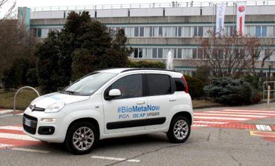 Άλλο ένα ρεκόρ για το Panda: ένα αυτοκίνητο Natural Power λειτουργεί μόνο με βιομεθάνιο από τον κύκλο του νερού, για έναν ολόκληρο χρόνο! Στις 14 Μαρτίου, ήταν η πρώτη επέτειος της δοκιμής του Panda που κινείται αποκλειστικά με βιομεθάνιο από τον σταθμό επεξεργασίας λυμάτων του CAP Group στην Bresso-Niguarda (Μιλάνο). Στις 14 Μαρτίου του 2017, η Elisa Boscherini (Head of FCA Istitutional Relations για την περιοχή της EMEA) παρέδωσε το αυτοκίνητο στον Alessandro Russo, πρόεδρο του CAP Group, στο Mirafiori Motor Village στο Τορίνο. Αυτό σηματοδότησε την εκκίνηση του project #BioMetaNow, στο οποίο συμμετείχαν οι όμιλοι FCA και CAP από κοινού με το δίκτυο LifeGate, το οποίο είναι υπεύθυνο για την προώθηση της ανάπτυξης της βιωσιμότητας στην Ιταλία. Από τότε, το Panda Natural Power έχει διανύσει χιλιάδες χιλιόμετρα - πάντα με το βιομεθάνιο του Ομίλου CAP - ενώ παρακολουθείται συστηματικά, με διεξοδικούς ελέγχους που πραγματοποιούνται στο CRF (το Ερευνητικό Κέντρο του ομίλου FCA) για να διασφαλιστεί ότι το βιομεθάνιο που παράγεται από τα λύματα δεν παρουσιάζει αντενδείξεις ή αρνητικές επιπτώσεις στον κινητήρα - όπως, δηλαδή, αυτό που παράγεται από αγροτικά ή στερεά αστικά απόβλητα. Αυτή την περίοδο, το Panda βρίσκεται σε pit-stop στις εγκαταστάσεις του CRF στο Orbassano, όπου υποβάλλεται σε δύο επιθεωρήσεις για να επιβεβαιωθεί ότι, για τον κινητήρα, το βιομεθάνιο είναι απόλυτα ισοδύναμο με το φυσικό αέριο που προέρχεται από ορυκτά. Συγκεκριμένα, θα πραγματοποιηθεί μέτρηση εκπομπών καυσαερίων σε δυναμόμετρο για να υπολογιστεί η αποδοτικότητα του καταλύτη, και θα γίνει επίσης τεστ για τις επιδόσεις του κινητήρα. Κατά τύχη, με τη συγκεκριμένη επέτειο συνέπεσαν και οι εγκρίσεις, από τα Υπουργεία Οικονομικής Ανάπτυξης, Περιβάλλοντος, Γεωργίας και Δασοκομίας της Ιταλίας, του διυπουργικού διατάγματος για την προώθηση της χρήσης του βιομεθανίου και άλλων προηγμένων βιοκαυσίμων στον τομέα των μεταφορών. Αυτό το μέτρο το περίμεναν με ανυπομονησία οι τομείς γεωργίας και διαχείρισης 