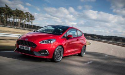 • Το νέο Ford Fiesta ST θα διατίθεται για πρώτη φορά με μηχανικό διαφορικό περιορισμένης ολίσθησης που βελτιώνει την ελκτική πρόσφυση στις στροφές • Τα πατενταρισμένα ελατήρια της πίσω ανάρτησης προσφέρουν ταχύτερη είσοδο στις στροφές και άμεση απόκριση, επιτείνοντας την οδηγική απόλαυση. Το Launch Control πετυχαίνει σταθερά ταχείες εκκινήσεις από στάση στην πίστα • Ο νέος τρικύλινδρος κινητήρας 1.5L EcoBoost 200 ίππων παράγει συναρπαστικό ήχο, και διαθέτει λειτουργία απενεργοποίησης κυλίνδρου μειώνοντας την κατανάλωση κατά 11% • Τα Επιλέξιμα Προφίλ Οδήγησης (Drive Modes) μεταμορφώνουν το Fiesta ST από ευέλικτο, καθημερινό hatchback σε ένα εξαιρετικό σπορ αυτοκίνητο που είναι φιλικό με τους άπειρους οδηγούς, ενώ παράλληλα ανταμείβει τους έμπειρους Η Ford αποκάλυψε περισσότερες λεπτομέρειες για τις προηγμένες τεχνολογίες που υπόσχονται την πιο συναρπαστική και απολαυστική οδηγική εμπειρία στην ιστορία του Fiesta ST, όπως: • Προαιρετικό, μηχανικό διαφορικό περιορισμένης ολίσθησης (LSD) για βελτιστοποιημένη πρόσφυση στις στροφές • Πατενταρισμένα ελατήρια – πρωτιά για την κατηγορία - ανακατανέμουν τα πλευρικά φορτία που δέχεται η πίσω ανάρτηση σε μία στροφή, προσφέροντας ταχύτερη είσοδο, καλύτερη απόκριση του πίσω μέρους και περισσότερο συμπαγή αίσθηση • Προαιρετικό Launch Control για αξιόπιστες, γρήγορες εκκινήσεις από στάση στην πίστα, με την υποστήριξη μιας ειδικής γραφικής ένδειξης στον πίνακα οργάνων Πέρσι, η Ford παρουσίασε το νέο Fiesta ST, με ένα νέο, τρικύλινδρο, 1.5L EcoBoost κινητήρα 200 ίππων και για πρώτη φορά επιλέξιμα προφίλ οδήγησης (Drive Modes) που επιτρέπουν τη διαμόρφωση του κινητήρα, του συστήματος διεύθυνσης και των συστημάτων ελέγχου ευστάθειας σύμφωνα με τις ρυθμίσεις Normal, Sport και Track – μεταβάλλοντας το χαρακτήρα του οχήματος από ένα ευέλικτο, καθημερινό hatchback σε ένα ιδιαίτερα σπορ αυτοκίνητο, με το πάτημα ενός μπουτόν. Το νέο Fiesta ST περιλαμβάνει επίσης: • Σύστημα απενεργοποίησης κυλίνδρου της Ford – πρωτιά για τη βιομηχανία – για τ