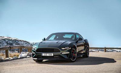 """Η Νέα Ford Mustang BULLITT για την Ευρώπη Αποτίει Φόρο Τιμής στο Θρυλικό Αυτοκίνητο της Μεγάλης Οθόνης με Περισσότερη Ισχύ και Μοναδικό Κινηματογραφικό Στυλ • Η Νέα Ford Mustang Bullitt κάνει Ευρωπαϊκό ντεμπούτο στην Έκθεση Αυτοκινήτου της Γενεύης. Ειδική έκδοση του μοντέλου τιμά την 50ή επέτειο της διάσημης ταινίας και θα αρχίσει να παράγεται για την Ευρώπη το Ιούνιο • Διαθέσιμη σε απόχρωση Shadow Black ή στην κλασική Dark Highland Green, η Mustang Bullitt αντλεί ισχύ από έναν αναβαθμισμένο V8 κινητήρα 5.0 L που προβλέπεται να αποδίδει 464 ίππους και ροπή 529 Nm • Νέα τεχνολογία κιβωτίου που συγχρονίζεται με τις στροφές του κινητήρα για ομαλές αλλαγές σχέσεων, και κατεβάσματα στη Mustang Bullitt συνοδεία μιας 'ξερογκαζιάς' του V8 κινητήρα. Premium ηχοσύστημα B&O PLAY με 1000 watt Είναι μία από τις πιο αυτοκινητιστικές καταδιώξεις στην ιστορία του κινηματογράφου. Διάρκειας σχεδόν 10 λεπτών, η θρυλική σεκάνς στην ταινία της Warner Bros. """"Bullitt"""" ακολουθεί τον Steve McQueen στο τιμόνι μιας 1968 Mustang GT fastback, καθώς καταδιώκει δύο επαγγελματίες δολοφόνους στους δρόμους του San Francisco. Η νέα, ειδική έκδοση Ford Mustang Bullitt – γιορτάζοντας τα 50 χρόνια της θρυλικής ταινίας –έκανε το Ευρωπαϊκό ντεμπούτο της στην Έκθεση Αυτοκινήτου της Γενεύης. Μετά από ένα παγκόσμιο δημόσιο ντεμπούτο στο Διεθνές Σαλόνι Αυτοκινήτου Β. Αμερικής στο Ντιτρόιτ, στις αρχές Ιανουαρίου, η νέα Mustang Bullitt θα αρχίσει να παράγεται για τους Ευρωπαίους πελάτες τον Ιούνιο. Η Mustang Bullitt χρησιμοποιεί την ισχύ ενός V8 κινητήρα 5.0L της Ford, βελτιωμένο με ένα Open Air Induction System, και πολλαπλή εισαγωγής με πεταλούδες 87 mm και χαρτογράφηση μονάδας ελέγχου από την Shelby Mustang GT350, για να αποδίδει – κατ' εκτίμηση - 464 ίππους και ροπή 529 Nm. Διαθέσιμη σε εξωτερική απόχρωση Shadow Black ή στην κλασική Dark Highland Green, η Mustang Bullitt θα διαθέτει ζάντες 19-ιντσών Torq Thrust-style, κόκκινες δαγκάνες Brembo™ και μία διακοσμητική τάπα ρεζερβουάρ Bullitt. Στο εσωτερικό, κυρ"""