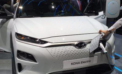 """• Η Hyundai γιορτάζει τις παγκόσμιες πρεμιέρες του ολοκαίνουριου Kona Electric, του Hyundai Santa Fe 4ης γενιάς και του concept car «Le Fil Rouge». • Η εταιρία λανσάρει το Santa Fe με τους νέους υβριδικούς και plug-in υβριδικούς κινητήρες. • Επίσημη Ευρωπαϊκή πρεμιέρα του οχήματος κυψελών καυσίμου 2ης γενιάς της Hyundai, του ολοκαίνουριου Hyundai NEXO . • Το concept car «Le Fil Rouge» αποκαλύπτει τη νέα σχεδιαστική κατεύθυνση της Hyundai που θα επηρεάσει τις μελλοντικές της παραγωγές. • Η ευφυής προσωπική καμπίνα δείχνει την τεχνολογική εξέλιξη των connected cars με ικανότητα IoT Car-to-Home συμπεριλαμβανομένου του φωνητικού ελέγχου. Η Hyundai γιορτάζει την παγκόσμια πρεμιέρα του ολοκαίνουριου Kona Electric, της νέας γενιάς Hyundai Santa Fe και του concept car «Le Fil Rouge» στο 88ο Σαλόνι Αυτοκινήτου της Γενεύης. Το ευρωπαϊκό ντεμπούτο του ολοκαίνουριου Hyundai NEXO, του πρώτου SUV που βασίζεται στο υδρογόνο, αποτελεί ένα ακόμα σημείο αναφοράς της παρουσίας της Hyundai. Η τεχνολογία των connected cars σε συνδυασμό με την εντυπωσιακή σχεδιαστική κατεύθυνση του concept car «Le Fil Rouge» τοποθετεί το περίπτερο της Hyundai στο επίκεντρο για τους λάτρεις του αυτοκινήτου και της σχεδίασης. Επιπλέον, θα παρουσιαστεί το Intelligent Personal Cockpit, το οποίο παρουσιάζει τη σύνδεση μεταξύ της Τεχνητής Νοημοσύνης (AI), του Διαδικτύου (IoT) και της ανίχνευσης του άγχους του οδηγού. """"Με όλες τις καινοτόμες τεχνολογίες αιχμής που παρουσιάζονται στο Σαλόνι Αυτοκινήτου της Γενεύης, η Hyundai προβάλλει το μέλλον της κινητικότητας με καθολικό και ολιστικό τρόπο"""", δήλωσε ο κ. Andreas-Christoph Hofmann, Vice President Marketing and Product της Hyundai Motor Europe. """"Με την παρουσίαση του Cockpit IoT, του concept car «Le Fil Rouge» και των τεσσάρων καινοτόμων μοντέλων μας για την οικολογική αυτοκίνηση, επιτυγχάνουμε οδήγηση με μηδενικές εκπομπές ρύπων και connected mobility αναβαθμίζοντας συνολικά την γκάμα μας"""". Η επιτυχημένη συμβίωση της οικολογικής κινητικότητας και του SUV αμαξώμ"""