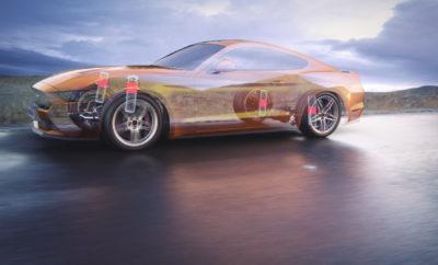 • Η Ford Mustang χρησιμοποιεί τώρα μαγνητικό υγρό στα αμορτισέρ για βελτιωμένη ποιότητα κύλισης • Η τεχνολογία MagneRide® βελτιώνει τη συμπεριφορά του σπορ αυτοκινήτου για ομαλότερο στρίψιμο και φρενάρισμα • Η ίδια τεχνολογία βοηθά αθλητές του snowboard και σκιέρ με τεχνητά κάτω άκρα Είναι το στοιχείο που βοηθά τους αθλητές με τεχνητά κάτω άκρα να μένουν σταθεροί,κάνοντας snowboard και σκι. Και τώρα, αναβαθμίζει την οδηγική εμπειρία με μία Ford Mustang. Για άτομα με τεχνητά κάτω άκρα που ξεκινούν πάνω από το ύψος του γονάτου, το μαγνητοροϊκό υγρό [Magnetorheological fluid (MRF)] βελτιώνει τους συνδέσμους των τεχνητών γονάτων ώστε να απορροφούν καλύτερα τους κραδασμούς – και τους επιτρέπει να αντιδρούν ταχύτερα μετά από μία ανώμαλη 'προσγείωση'. Η χρήση MRF στα αμορτισέρ της ανάρτησης MagneRide® της Mustang, εξασφαλίζει μία απολαυστική οδηγική εμπειρία με ομαλή συμπεριφορά και ποιότητα κύλισης. Αισθητήρες παρακολουθούν τις οδικές συνθήκες και ηλεκτρομαγνήτες ελέγχουν αιωρούμενα σωματίδια σιδήρου στο λάδι των αμορτισέρ. Το μαγνητικό πεδίο που παράγεται, προσαρμόζεται αυτόματα 1.000 φορές το δευτερόλεπτο για να ευθυγραμμίσει τα σωματίδια σε κάθε αμορτισέρ, ώστε να είναι σκληρότερα για μεγαλύτερη ακρίβεια στο στρίψιμο ή πιο μαλακά για περισσότερη άνεση στο ταξίδι. «Οι αθλητές αγωνίζονται σε εξαιρετικά δύσκολες συνθήκες όπου ο έλεγχος είναι το παν. Παρομοίως, με την Mustang, η ανάρτηση MagneRide® βοηθά τους οδηγούς να αντιδρούν σε μεταβολές σε πραγματικό χρόνο, με την κατάλληλη απόκριση για κάθε περίπτωση» δήλωσε ο Joe Bakaj, vice president, Product Development, Ford Ευρώπης. Η κομψότερη, ταχύτερη και πιο προηγμένη τεχνολογικά νέα Ford Mustang διαθέτει πιο αθλητικό στυλ, προσφέρεται με κινητήρα 5.0L Ford V8 που αποδίδει 450 ίππους και έχει επιτάχυνση 0 100 km/h σε 4,3 δευτερόλεπτα. # # # MagneRide® είναι τεχνολογία του BWI Group