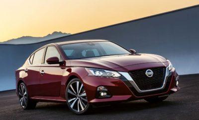 Παγκόσμιο ντεμπούτο για το νέο Nissan Altima, στο Διεθνές Σαλόνι Αυτοκίνητου της Νέας Υόρκης. Η Nissan αποκάλυψε το ολοκαίνουργιο Altima, ένα sedan μοντέλο της μεσαίας κατηγορίας που διαθέτει εκφραστικό στυλ, αναβαθμισμένο εσωτερικό, δύο νέους κινητήρες, το πρώτο Intelligent All-Wheel Drive σύστημα με το οποίο εξοπλίζεται ένα sedan της Nissan στις .ΗΠ.Α., καθώς και προηγμένες λειτουργίες της Ευφυούς Κινητικότητας (Intelligent Mobility), συμπεριλαμβανομένου του ProPILOT Assist. Η έκτη γενιά του κορυφαίου σε πωλήσεις sedan της Nissan, έκανε το παγκόσμιο ντεμπούτο της στο Διεθνές Σαλόνι Αυτοκινήτου της Νέας Υόρκης, δίπλα στο αγωνιστικό της μάρκας για την Formula E, που εμφανίστηκε επίσης για πρώτη φορά στη Βόρεια Αμερική. Το νέο Altima ακολουθεί τα χνάρια του νέου LEAF, ενσωματώνοντας το όραμα του Intelligent Mobility της Nissan και επαναπροσδιορίζοντας τον τρόπο με τον οποίο τα οχήματα οδηγούνται, τροφοδοτούνται και ενσωματώνονται στην κοινωνία. Βασικό στοιχείο σε αυτή την κατεύθυνση, αποτελεί το ProPILOT Assist, μια τεχνολογία υποστήριξης της οδήγησης σε μια λωρίδα κυκλοφορίας , που διευκολύνει το έργο του οδηγού, ελέγχοντας υπό ορισμένες συνθήκες, την επιτάχυνση, το τιμόνι και την πέδηση. Επίσης νέο για το Altima είναι και το Rear Automatic Braking (αυτόματη οπίσθια πέδηση), η οποία βοηθά τον οδηγό να ανιχνεύσει ακίνητα αντικείμενα κατά την κίνηση με όπισθεν και, αν χρειαστεί, να εφαρμόσει τα φρένα για να αποφευχθεί μια σύγκρουση. Η προσθήκη του εν λόγω συστήματος στο Nissan Safety Shield, δημιούργησε το Safety Shield 360, το οποίο παρέχει τεχνολογίες παρακολούθησης και παρέμβασης σε όλο το εύρος του οχήματος, συμπεριλαμβανομένων των Automatic Emergency Braking με ανίχνευση πεζών, Rear Automatic Braking, Lane Departure Warning, Blind Spot Warning, Rear Cross Traffic Alert και High Beam Assist. Στο νέο Altima εισάγονται και δύο νέοι κινητήρες. Συγκεκριμένα, η αντικατάσταση του προηγούμενης γενιάς κινητήρα V6 3,5 λίτρων του Altima γίνεται με τον πρώτο στον κόσμο, μαζι