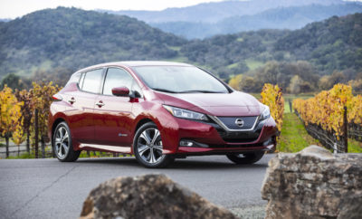 """Το νέο Nissan LEAF ανακηρύχτηκε """"Παγκόσμιο Πράσινο Αυτοκίνητο της Χρονιάς"""" για το 2018 ! Το νέο Nissan LEAF, η νέα γενιά του αμιγώς ηλεκτροκίνητου μοντέλου που πρωτοστατεί σε πωλήσεις παγκοσμίως, ανακηρύχτηκε """"Παγκόσμιο Πράσινο Αυτοκίνητο της Χρονιάς"""" για το 2018, στο Διεθνές Σαλόνι Αυτοκινήτου της Νέας Υόρκης. Το LEAF ενσαρκώνει την στρατηγική Intelligent Mobility της Nissan, ενός οράματος που έρχεται να αλλάξει τον τρόπο με τον οποίο τα αυτοκίνητα τροφοδοτούνται, οδηγούνται και ενσωματώνονται στην κοινωνία. Το νέο Nissan LEAF, είναι το πρώτο αμιγώς ηλεκτροκίνητο όχημα που κερδίζει το Παγκόσμιο Βραβείο του Πράσινου Αυτοκινήτου, από τότε που ιδρύθηκε ο εν λόγω θεσμός, το 2016. Το νέο Nissan LEAF κατέκτησε την κορυφή του συγκεκριμένου θεσμού, κερδίζοντας υποψήφια αυτοκίνητα από μια λίστα με πέντε αρχικές κατηγορίες και αποτελώντας το μοναδικό, αμιγώς ηλεκτροκίνητο όχημα (EV) στη συνολική διαδικασία. Οι κριτές συνεκτίμησαν το συνολικό περιβαλλοντικό """"αποτύπωμα"""" του κάθε υποψήφιου οχήματος, συμπεριλαμβανομένων των εκπομπών ρύπων και της κατανάλωσης καυσίμου. Αξίζει να σημειωθεί ότι η προηγούμενη γενιά του Nissan LEAF ανακηρύχτηκε """"Παγκόσμιο Αυτοκίνητο της Χρονιάς"""" το 2011, παραμένοντας το μόνο, αμιγώς ηλεκτροκίνητο όχημα, που έχει κερδίσει αυτό το βραβείο στην 14χρονη ιστορία του θεσμού. Το νέο LEAF έρχεται με σημαντικές αναβαθμίσεις σε σχέση με το προηγούμενο μοντέλο με νέο, δυναμικό στυλ, προηγμένες τεχνολογίες και σύστημα μετάδοσης κίνησης υψηλότερης απόδοσης, το οποίο έχει αυξήσει σημαντικά, τόσο την εμβέλεια όσο και την ισχύ. Το LEAF του 2018 είναι επίσης το πρώτο μοντέλο της Nissan στην Ευρώπη που διαθέτει την αυτόνομη τεχνολογία ProPILOT καθώς και το e-Pedal, το οποίο επιτρέπει στους οδηγούς να ξεκινούν, να επιταχύνουν, να επιβραδύνουν και να σταματούν, απλά αυξάνοντας ή μειώνοντας την πίεση που ασκείται στο πεντάλ του γκαζιού. Το νέο Nissan LEAF, θα είναι διαθέσιμο στην Ελλάδα τον ερχόμενο Μάιο."""