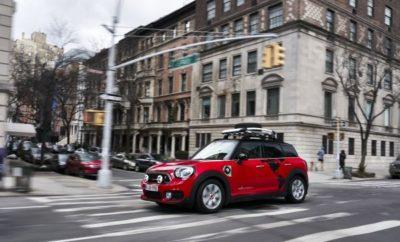 Στο Διεθνές Σαλόνι Αυτοκινήτου της Νέας Υόρκης (30 Μαρτίου – 8 Απριλίου, 2018), η ηλεκτροκίνηση σε στυλ ΜΙΝΙ παίρνει άλλη διάσταση με την παρουσίαση ενός αποκλειστικού μοντέλου, ειδικά σχεδιασμένου για μεγάλες προκλήσεις. Βασισμένο στο πρώτο plug-in υβριδικό μοντέλο της μάρκας, το MINI Countryman Panamericana προορίζεται για ένα μεγάλο ταξίδι από τη Β. Αμερική μέχρι στο Tierra del Fuego, σε μία επίδειξη ισχύος και αντοχής του μεγαλύτερου ΜΙΝΙ της οικογένειας. Πρόσθετοι προβολείς, ελαστικά run flat και σχάρα οροφής για τη μεταφορά μιας ρεζέρβας είναι τα κατάλληλα συστατικά για ένα road trip. Βασισμένο στο MINI Cooper SE Countryman ALL4 (κατανάλωση καυσίμου στο μικτό κύκλο: 2,3 – 2,1 l / 100 km, κατανάλωση ενέργειας στο μικτό κύκλο: 14,0 – 13,2 kWh / 100 km, εκπομπές CO2 από το καύσιμο: 52 - 49 g / km), η συνδυασμένη ισχύς και ευελιξία των δύο κινητήρων, το καθιστούν τον τέλειο αθλητή αντοχής για την περιπέτεια Panamericana. Τρία οχήματα MINI Countryman Panamericana Plug-In Hybrid θα διασχίσουν μία ιστορική διαδρομή που ενώνει το Βορρά με το Νότο, αποδεικνύοντας την αξιοπιστία και τις επιδόσεις σε μεγάλες αποστάσεις της τεχνολογίας Plug-In Hybrid drive του MINI Cooper S Countryman ALL4. Το Plug-In Hybrid drive του MINI Cooper SE Countryman ALL4 συμβάλλει δραστικά στη μείωση των εκπομπών CO2, ακόμα και εκτός πόλης. Με αυτονομία έως 40 km, μπορεί να ξεπεράσει τα όρια της πόλης και να παραμείνει πλήρως ηλεκτρικό σε μεγαλύτερες διαδρομές. Ο έξυπνος συντονισμός μεταξύ ηλεκτροκινητήρα και κινητήρα καύσης συνδυάζει τις μηδενικές εκπομπές ρύπων με την απεριόριστη αυτονομία που προσφέρει ένα όχημα με συμβατικό σύστημα κίνησης. Το Panamericana, γνωστό και σαν Παναμερικανικός Αυτοκινητόδρομος, Ruta Panamericana ή Interamericana ανάλογα με την περιοχή και τη γλώσσα, συνδέει την Αλάσκα με το Tierra del Fuego της Αργεντινής και εκτείνεται μεταξύ του βορειότερου και του νοτιότερου σημείου σε μία απόσταση περίπου 25.750 km. Τόσο στη Βόρεια όσο και στη Νότια Αμερική, πολυάριθμες διαστ