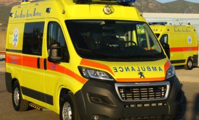 Παράδοση 143 Ασθενοφόρων οχημάτων Peugeot Boxer Ολοκληρώθηκε εντός Φεβρουαρίου από την PEUGEOT του Ομίλου Συγγελίδη, η παράδοση των 143 Ασθενοφόρων Οχημάτων τύπου PEUGEOT BOXER, δωρεά προς το ΕΚΑΒ του Ιδρύματος Σταύρος Νιάρχος. Τόσο τα νέα αυτά Ασθενοφόρα Οχήματα της PEUGEOT, όσο και οι προσφερόμενες υπηρεσίες της προς τον τελικό χρήστη, χαρακτηρίστηκαν από τα στελέχη του ΕΚΑΒ ως οχήματα και υπηρεσίες υψηλής ποιότητας, εναρμονισμένα/ες πλήρως με τις ανάγκες και τις τεχνικές προδιαγραφές που χρησιμοποιήθηκαν από το ΕΚΑΒ για την υλοποίηση της συγκεκριμένης δωρεάς. Στόχος της PEUGEOT του Ομίλου Συγγελίδη ήταν να επιτευχθεί η μέγιστη δυνατή ικανοποίηση των πληρωμάτων του ΕΚΑΒ που δίνουν τον καθημερινό τους αγώνα στο κοινωνικό έργο που επιτελούν και δηλώνει ότι θα σταθεί αρωγός και για την εύρυθμη λειτουργία των οχημάτων αυτών, σε συνεργασία με το ΕΚΑΒ, για όλη τη διάρκεια ζωής τους ως Ασθενοφόρα.