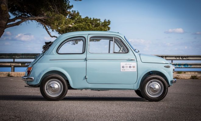"""εμβληματικά μοντέλα της Fiat στην έκθεση του Μουσείου Design Triennale • Μέχρι τις 20 Ιανουαρίου 2019, το Μουσείο Design Triennale θα αφηγείται στο κοινό την ιστορία του Ιταλικού design. • Στην έκθεση παρουσιάζονται δύο αυτοκίνητα που χαρακτηρίζονται ως σύμβολα της ιταλικής δημιουργικότητας: το Fiat 500 N (1958) και το Fiat Panda 30 (1980). • Παρόλο που ανήκουν σε διαφορετικές εποχές, αποτελούν τον τέλειο συνδυασμό του στυλ, της εφευρετικότητας και του συναισθήματος: δύο αυθεντικά αριστουργήματα της βιομηχανικής ιστορίας. • Τα αυτοκίνητα της έκθεσης ανήκουν στην πολύτιμη συλλογή του τμήματος FCA Heritage, που είναι υπεύθυνο για τη διαφύλαξη αλλά και την προώθηση της ιστορικής κληρονομιάς του Ομίλου. Η έκθεση του Μουσείου Design Triennale με τίτλο """"Storie. Design Italiano"""" έχει ήδη ξεκινήσει και θα είναι ανοιχτή για το κοινό έως τις 20 Ιανουαρίου 2019. «Πρωταγωνιστές» είναι το Fiat 500 N (1958) και το Fiat Panda 30 (1980), δύο από τα πιο εμβληματικά μοντέλα του automotive design. Και τα δύο ανήκουν στην πολύτιμη συλλογή της FCA Heritage, του τμήματος που έχει αναλάβει τη διαφύλαξη αλλά και την προώθηση της ιστορικής κληρονομιάς για όλες τις ιταλικές μάρκες του Ομίλου. Κάποια αυτοκίνητα μένουν στην ιστορία για τις καινοτομίες που εισήγαγαν στους τομείς της τεχνολογίας ή του design. Κάποια άλλα αξίζει να τα θυμόμαστε για τη θέση που κατείχαν στη ζωή και την καθημερινότητα μιας ολόκληρης γενιάς, ενίοτε και μιας ολόκληρης χώρας. Λίγα καταφέρνουν να συνδυάσουν και τα δύο - την προηγμένη τεχνολογία με το ουσιαστικό συναίσθημα - αφήνοντας ανεξίτηλο σημάδι στην εποχή τους. Τις σπάνιες φορές που συμβαίνει κάτι τέτοιο, δημιουργούνται τα αριστουργήματα. Το 500 και το Panda σημείωσαν θριαμβευτική επιτυχία γι' αυτόν ακριβώς το λόγο: πρόκειται για δύο θρυλικά αυτοκίνητα που γέννησε η δημιουργικότητα των Ιταλών και πολύ σύντομα κατάφεραν να γίνουν διαχρονικά. Δεν είναι, φυσικά, η πρώτη φορά που το Fiat 500 φιλοξενείται ως έκθεμα σε έναν τέτοιο χώρο. Μόλις πέρυσι ένα όχημα της σειρά"""