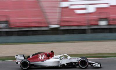 """Η ομάδα Sauber F1 της Alfa Romeo, οδεύει προς τον 4ο γύρο του φετινού Παγκόσμιου Πρωταθλήματος FIA Formula 1, στο Αζερμπαϊτζάν. Θα είναι ο πρώτος αγώνας της σεζόν σε δημόσιους δρόμους μέσα σε πόλη. Αυτό αποτελεί πρόκληση για τις ομάδες που συμμετέχουν όσον αφορά στην διαχείριση των ελαστικών και στην εύρεση του σωστού σεταρίσματος για τη μεγιστοποίηση της απόδοσης των μονοθεσίων τους στις μεγάλες ευθείες και στις κλειστές στροφές. Οι Marcus Ericsson, Charles Leclerc επιστρέφουν στο Μπακού με καλές μνήμες από τον αντίστοιχο αγώνα του 2017. Τότε ο Marcus Ericsson τερμάτισε 11ος στον αγώνα της F1 ενώ ο Charles Leclerc είχε μία μεγάλη επιτυχία στους αγώνες FIA Formula 2, όπου τερμάτισε 1ος και 2ος αντίστοιχα. Marcus Ericsson (αριθμός μονοθεσίου 9): «Ο αγώνας στο Μπακού θα είναι ο πρώτος αγώνας σε δρόμους πόλης τη φετινή σεζόν. Η διαδρομή είναι ενδιαφέρουσα, με μίξη από γρήγορα κομμάτια και απαιτητικές στροφές. Το ιδιαίτερο χαρακτηριστικό αυτής της διαδρομής είναι τα σφιχτά περάσματα κυρίως γύρω από το κάστρο. Η πίστα είναι πολύ στενή εκεί οπότε πρέπει ο οδηγός να είναι εξαιρετικά ακριβής. Άλλη μία πρόκληση είναι να βρεθεί το κατάλληλο σετάρισμα του μονοθεσίου για τις απαιτήσεις του αγώνα. Η διαχείριση των ελαστικών αποτελεί σημαντικό παράγοντα καθώς η πτώση στην απόδοση τους, λόγω υπερθέρμανσης αναμένεται εξαιρετικά υψηλή στην διάρκεια του αγώνα. Ανυπομονώ να βρεθώ στο Μπακού, για να συνεχίσω τη δυνατή απόδοση που είχαμε στους τρεις πρώτους αγώνες της χρονιάς». Charles Leclerc (αριθμός μονοθεσίου 16): """"Αδημονώ να επιστρέψω στο Μπακού. Είχα ένα δυνατό αγώνα εκεί πέρυσι όταν αγωνιζόμουν στην Formula 2. Αισθάνομαι πολύ άνετα στην διαδρομή μέσα στην πόλη του Μπακού. Μου αρέσουν ιδιαίτερα οι αγώνες σε δρόμους πόλεων. Αποτελούν πρόκληση για τους οδηγούς, καθώς δεν υπάρχουν περιθώρια για λάθη. Η ατμόσφαιρα εκεί είναι σπουδαία και η θέα της παλιάς πόλης και του κάστρου, εντυπωσιακή. Θα έχουν ενδιαφέρον όσα μάθουμε κατά την διάρκεια των ελεύθερων δοκιμών για την διαχείριση των ε"""