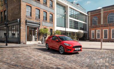 Η Ford Αποκαλύπτει το Νέο Fiesta Van και την Τεχνολογία Ενσωματωμένου Modem FordPass Connect στην Έκθεση Επαγγελματικού Αυτοκινήτου στο Birmingham • Η Ford ενισχύει την κορυφαία γκάμα επαγγελματικών οχημάτων της με το νέο Fiesta Van και προηγμένες τεχνολογίες συνδεσιμότητας που λανσάρονται στην Έκθεση Επαγγελματικού Αυτοκινήτου στο Birmingham • Το νέο Fiesta Van είναι ένα κομψό, συμπαγές και οικονομικό επαγγελματικό van με προηγμένες νέες τεχνολογίες υποστήριξης και ασφάλειας • Στην έκθεση αυτή λανσάρονται τα πρώτα δύο επαγγελματικά οχήματα με τεχνολογία ενσωματωμένου modem FordPass Connect, που αυξάνει την παραγωγικότητα και λειτουργικότητα • Καινοτόμες λύσεις για αστικές μεταφορές περιλαμβάνουν το plug-in υβριδικό Transit Custom από το στόλο δοκιμών του Λονδίνου και μία φιλοσοφία ψηφιακής υπηρεσίας για πιο αποδοτικές και ταχείες διανομές αγαθών • Το νέο Ranger Wildtrak X pick-up κάνει ντεμπούτο βαμμένο σε μοναδική απόχρωση Performance Blue, με χαρακτηριστικές μαύρες λεπτομέρειες και πολυτελές δερμάτινο σαλόνι Η Ford αποκάλυψε σήμερα το νέο Fiesta Van και νέες τεχνολογίες συνδεσιμότητας που θα ενισχύσουν την κορυφαία θέση της εταιρίας στην Ευρωπαϊκή αγορά επαγγελματικών οχημάτων, στην Έκθεση Επαγγελματικού Αυτοκινήτου 2018, στο Birmingham της Βρετανίας. Πλαισιώνοντας την τελευταία γενιά επαγγελματικών οχημάτων Ford Transit – μεταξύ των οποίων τα νέα Transit Custom, Transit Connect και Transit Courier – το νέο Fiesta Van σηματοδοτεί την επιστροφή της εταιρίας στην αγορά Vanette με μία κορυφαία νέα πρόταση στην κατηγορία. Τα νέα Fiesta van και Transit Connect είναι τα πρώτα επαγγελματικά οχήματα στην Ευρώπη που αυξάνουν το επίπεδο άνεσης και παραγωγικότητας για τους επαγγελματίες, χάρη στη νέα τεχνολογία ενσωματωμένου modem FordPass Connect. «Τα συνδεδεμένα επαγγελματικά οχήματα θα προσφέρουν συναρπαστικές νέες ευκαιρίες δημιουργίας αξίας για τους πελάτες, και αυτό που παρουσιάζουμε στο Birmingham είναι μόνον η αρχή» δήλωσε ο Hans Schep, general manager Commercial Ve