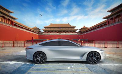 """Η INFINITI Motor Company ανακοίνωσε ότι αναπτύσσει μια ολοκαίνουργια πλατφόρμα ηλεκτροκίνητων οχημάτων, που θα βασίζεται στο εκπληκτικό πρωτότυπο Q Inspiration. Η INFINITI θα κατασκευάσει ένα ηλεκτροκίνητο όχημα πάνω σε αυτήν την πλατφόρμα, αποτελώντας ένα από τα πέντε νέα οχήματα που θα κατασκευάσει στην Κίνα, τα επόμενα πέντε χρόνια. Αναπαριστώντας το επόμενο βήμα στον σχεδιασμό της INFINITI, το εξωτερικό του Q Inspiration διαθέτει σαφείς και ξεκάθαρες γραμμές με δυναμικές και στιβαρές διαστάσεις. Είναι η πρώτη επίσημη """"έκφραση"""" της νέας σχεδιαστικής γλώσσας της INFINITI, ενόψει μιας εποχής προηγμένων κινητήρων. Ο σχεδιασμός αποφεύγει τις κλασσικές μορφές του sedan, με μια εμφάνιση που μοιάζει με coupe και με επιμήκη σιλουέτα, ενσαρκώνοντας το σχεδιαστικό όραμα της INFINITI για οχήματα αυτής της κατηγορίας. Η καμπίνα του Q Inspiration ακολουθεί μια μινιμαλιστική προσέγγιση, με ένα """"συνοπτικό"""" και καθαρό εσωτερικό σχεδιασμό που περιβάλλει τον οδηγό και τους επιβάτες σε ένα γαλήνιο και άνετο περιβάλλον. Οι ανανεωμένοι κινητήρες έχουν """"απελευθερώσει"""" τους σχεδιαστές της INFINITI από τους περιορισμούς της αρχιτεκτονικής του παραδοσιακού κινητήρα, προκειμένου να προσφέρουν ένα ευρύχωρο εσωτερικό. Η σύγχρονη τεχνολογία και η χειροτεχνία """"παντρεύονται"""" αρμονικά μέσα στην καμπίνα, με τρόπο που αναζωογονεί, αντί να αποσπά, την προσοχή του οδηγού. Η INFINITI επιβεβαιώνει επίσης τη δέσμευση της εταιρείας στην ηλεκτροκίνηση. Για τους Κινέζους αγοραστές αυτοκινήτων, αυτό μεταφράζεται σε οχήματα με αυξημένη απόδοση και οικονομία καυσίμου, σε συνδυασμό με μειωμένες εκπομπές ρύπων. Η INFINITI παρουσίασε επίσης το όμορφο Prototype 9 e-roadster, ένα χειροποίητο, κομψό concept που βασίζεται στο σχήμα ενός μεγάλου μήκους vintage αυτοκινήτου αγώνων της δεκαετίας του 1940, ενώ παράλληλα διαθέτει ένα πρωτότυπο ηλεκτρικό κινητήρα και μπαταρία από το τμήμα Advanced Powertrain της Nissan Motor Corporation. Η INFINITI δραστηριοποιείται στην Κίνα μέσω της Dongfeng Motor Company Ltd (DFL), τη"""