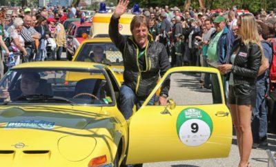 """Πέντε θρυλικά Opel GT, παραγωγής από 1968 έως 1973, θα τρέξουν στο Bregenz Ευχές από το βραβευμένο ηθοποιό Ludwig Trepte και τον Joachim Winkelhock - στο τιμόνι των GT Διαδρομή σε Αλπικό τοπίο, από την Άνω Σουηβία, μέσω Allgäu στο Τιρόλο Τρεις ημέρες, πέντε ειδικές διαδρομές, περίπου 600 χιλιόμετρα οδήγησης, πέντε Opel GT – αυτό είναι το 7ο Bodensee Klassik (3 – 5 Μαΐου). Το ράλι κλασικών αυτοκινήτων θα ξεκινήσει και θα τελειώσει στην όμορφη πόλη Bregenz, που βρίσκεται στις ανατολικές ακτές της Λίμνης Constance, και οι συμμετέχοντες καλούνται να διασχίσουν τις επιβλητικές Αλπικές κορυφές του Τιρόλο. Η Opel θα δώσει το σύνθημα για τους επετειακούς εορτασμούς ενός πραγματικού αυτοκινητιστικού θρύλου στη φετινή έκδοση του Bodensee Klassik – Το Opel GT γιορτάζει τα 50ά του γενέθλια. Ο ηθοποιός Ludwig Trepte θα είναι από τους πρώτους που θα ευχηθούν. Ο Βερολινέζος είναι κάτοχος Βραβείου Emmy στο """"Generation War"""" και γνωστός από τη συμμετοχή του στη Γερμανική μίνι σειρά """"Deutschland 83"""". Ο Trepte θα καθίσει πίσω από το τιμόνι ενός 1969 Opel GT 1900 κατά τη διάρκεια του Bodensee Klassik – ενός αυτοκινήτου που κατασκευάστηκε 19 χρόνια πριν γεννηθεί. Ο Πρεσβευτής της Μάρκας Opel και πρώην οδηγός DTM, Joachim Winkelhock, θα οδηγήσει επίσης ένα 1969 GT. Ωστόσο, στην περίπτωση αυτή, ο οδηγός είναι λίγο μεγαλύτερος από το κλασικό αυτοκίνητο. Επιπλέον, οι θεατές θα έχουν την ευκαιρία να δουν από κοντά το Opel Insignia GSi. Δίπλα του, μπροστά από το Festspielhaus (την Όπερα) της πόλης Bregenz θα παραταχθεί ένας από τους προγόνους του – το Opel Commodore A GS/E. Φέτος, συνολικά 180 κλασικά αυτοκίνητα θα συγκεντρωθούν στις ανατολικές ακτές της Λίμνης Constance. Το πρώτο σκέλος (Πέμπτη, 3 Μαΐου) θα ξεκινήσει από το Bregenz, θα περάσει από το Allgäu και θα ολοκληρωθεί στο Lindau. Την Παρασκευή (4 Μαΐου), οι συμμετέχοντες θα ακολουθήσουν μία διαδρομή που θα τους οδηγήσει στην Άνω Σουηβία, στη περιοχή γύρω από το Ravensburg. Το τελευταίο σκέλος θα εκτυλιχθεί κυρίως στην Αυστρία, στις 5 """