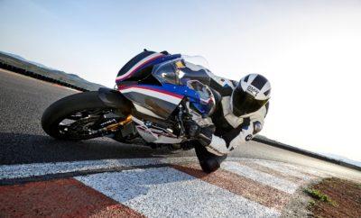 Νέα και συναρπαστικά μοντέλα πρόκειται να παρουσιάσει η BMW Motorrad στη φετινή Έκθεση Μοτοσικλέτας 2018 που πραγματοποιείται από 18 – 22 Απριλίου 2018 στο Κέντρο Ξιφασκίας (πρώην Δυτικό Αεροδρόμιο). Με το γνώριμο motto 'Make Life a Ride', η γερμανική μάρκα από το Μόναχο, αναμένεται να συγκεντρώσει το ενδιαφέρον των επισκεπτών με μία πλούσια και ολοκληρωμένη γκάμα νέων μοτοσικλετών BMW μεταξύ των οποίων η ασυναγώνιστα επιβλητική HP 4 Race που συμβολίζει την επιτομή της τεχνολογικής τελειότητας σε κάθε της λεπτομέρεια. Τα νέα μέλη της οικογένειας Adventure , F 750 GS και F 850 GS με τη δυναμική τους όψη και τις αναλλοίωτες καταβολές GS, θα αποτελέσουν αναμφίβολα το πιο εντυπωσιακό δίδυμο των ημερών της έκθεσης ενώ το νέο C 400 Χ, συνώνυμο της premium επιλογής στην αστική μετακίνηση, ξεχωρίζει για τον οδηγοκεντρικό χαρακτήρα και για τον πλούσιο εξοπλισμό που προσφέρει. ΄Ώρες λειτουργίας της έκθεσης: Καθημερινές: 14:00 – 21:00 Σαββατοκύριακο: 10:00 – 21:00