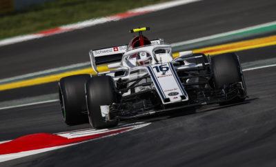 """Η Alfa Romeo Sauber F1 Team βαθμολογήθηκε για 2η συνεχή φορά με τον Charles Leclerc να τερματίζει 10ος . 2018 Formula 1 Emirates Ισπανικό Grand Prix – Αγώνας – Κυριακή Καιρός: Συννεφιά χωρίς υγρασία, 15-17°C στον αέρα, 29-37°C στο οδόστρωμα Ήταν ένα θετικό Grand Prix για την Alfa Romeo Sauber F1 Team. Για 3 η φορά φέτος, βαθμολογηθήκαμε, ο Charles Leclerc τερμάτισε 10ος και ο Marcus Ericsson στην 13η θέση. Αμφότεροι οι οδηγοί μας, είχαν καλή απόδοση και έδωσαν μάχες για θέση, στο μέσον της κατάταξης. Ο πρωτάρης Μονεγάσκος Charles Leclerc πήρε άλλον ένα βαθμό για την Alfa Romeo Sauber F1 Team, λίγες μέρες μετά την κατάκτηση, στο Μπακού, των πρώτων του βαθμών στη Formula 1. Ο Marcus Εricsson είχε καλή απόδοση ειδικά στο πρώτο μέρος του αγώνα με αξιόλογες επιθέσεις αλλά και υποστηρίζοντας τη θέση του με τη μέση γόμα. Η ομάδα έχει συγκεντρώσει 11 βαθμούς στο Πρωτάθλημα Κατασκευαστών και βρίσκεται στην 9η θέση. Ο Charles Leclerc είναι αυτή τη στιγμή στην 13η θέση του Πρωταθλήματος Οδηγών και ο Marcus Ericsson στην 16η θέση. Επιπρόσθετα με το αγωνιστικό αποτέλεσμα η ομάδα γιορτάζει και την πρώτη νίκη της Alfa Romeo στη Formula 1 – ένα αποτέλεσμα που επετεύχθη από το Nino Farina στις 13 Μαΐου του 1950 με μια Alfa Romeo GP Tipo 158 """"Alfetta"""", στο Σίλβερστον. Marcus Ericsson (μονοθέσιο Νο 9): C37 (Chassis 03/Ferrari) Αποτέλεσμα: 13ος. Εκκίνησε με μέση γόμα μετά από 35 γύρους έβαλε τη μαλακή. """"Ήμουν δυνατός στο πρώτο μέρος του αγώνα με τη μέση γόμα. Στάθηκα λίγο άτυχος όταν επιβλήθηκε καθεστώς εικονικού αυτοκινήτου ασφαλείας καθώς αυτό συνέβη αμέσως μετά την αλλαγή ελαστικών, ήταν πραγματικά απογοητευτικό. Στο δεύτερο μέρος του αγώνα ταλαιπωρήθηκα με τη μαλακή γόμα. Το τελικό αποτέλεσμα είναι λίγο απογοητευτικό, δώσαμε μάχη και δεν απείχα πολύ από τους βαθμούς. Συνολικά ήταν ένας καλός αγώνας διεκδίκησα θέσεις και υπερασπίστηκα καλά τη δική μου. Το γεγονός ότι ο Charles βαθμολογήθηκε είναι πολύ θετικό για την ομάδα. Από την πλευρά μου πρέπει να επιστρέψω δυνατός στο Μονακό."""" """