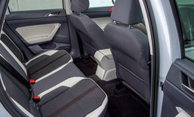 Πληροφορίες σχετικά με επικείμενη ανάκληση του νέου Polo για την πίσω αριστερή ζώνη ασφαλείας Η Volkswagen επιβεβαιώνει την ύπαρξη ενός τεχνικού θέματος που αφορά το νέο Polo. Συγκεκριμένα, σε σπάνιες περιπτώσεις και υπό συγκεκριμένες συνθήκες, για παράδειγμα σε πολύ απότομη αλλαγή κατεύθυνσης με τρεις επιβάτες στο πίσω κάθισμα, υπάρχει το ενδεχόμενο να απασφαλιστεί η πίσω αριστερή ζώνη ασφαλείας. Καθώς η ασφάλεια αποτελεί ύψιστη προτεραιότητα για τη μάρκα, η ενδεδειγμένη τεχνική λύση έχει ήδη προσδιοριστεί: ένας ανασχεδιασμένος μηχανισμός ασφάλισης της ζώνης. Η διαδικασία έγκρισης και υλοποίησης της συγκεκριμένης τεχνικής λύσης έχει ήδη δρομολογηθεί. Η σχετική καμπάνια ανάκλησης θα ανακοινωθεί τις επόμενες εβδομάδες με παράλληλη γραπτή ενημέρωση των ιδιοκτητών. Μέχρι την υιοθέτηση της τεχνικής λύσης συνιστάται να μην χρησιμοποιείται η μεσαία πίσω θέση. Η αντικατάσταση του μηχανισμού ασφάλισης με τη νέα υλοποίηση, θα γίνει χωρίς την παραμικρή οικονομική επιβάρυνση για τους ιδιοκτήτες.
