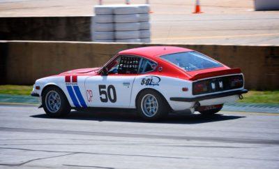 Η ένδοξη ιστορία της Nissan στο Classic Motorsports Mitty Η Nissan γιόρτασε την πλούσια ιστορία της στον μηχανοκίνητο αθλητισμό, το περασμένο Σαββατοκύριακο στην Georgia των Η.Π.Α., όπου δεκάδες Datsun και Nissan συμμετείχαν στο φεστιβάλ του Classic Motorsports Mitty. Στο Mitty, τα θρυλικά αυτοκίνητα Nissan και Datsun από ομάδες που έγραψαν ιστορία, βρέθηκαν στο Road Atlanta, όπου οι φίλοι της μάρκας είχαν την ευκαιρία να τα απολαύσουν. Εκεί έδωσε το παρών και ο θρύλος των αγώνων John Morton, που αγωνίστηκε με μια ρεπλίκα του 1971, την χρονιά που κέρδισε το πρωτάθλημα BRE Datsun 240Z. Τον αγώνα όλων των Nissan/Datsun του περασμένου Σαββάτου, κέρδισε ο Alex McDowell με το Nissan Skyline GT-R του 1971. Για όσους δεν είχαν την τύχη να παρακολουθήσουν αυτό το εξαιρετικό φεστιβάλ αγώνων κλασσικών αυτοκινήτων, μπορούν να απολαύσουν στιγμιότυπα στο