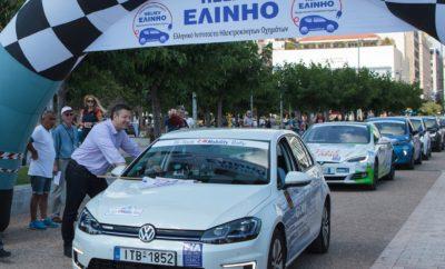 """Το Volkswagen e-Golf στην 1η θέση του """"Hi-Tech EKO Mobility Rally 2018"""" • Το ηλεκτρικό Volkswagen e-Golf στην 1η θέση του """"Hi-Tech EKO Mobility Rally 2018"""", αγώνα με ηλεκτρικά και υβριδικά αυτοκίνητα που διεξήχθηκε στη Θεσσαλονίκη • Το e-Golf κέρδισε και το διαγωνισμό κατανάλωσης ενέργειας, με αντίπαλους τόσο ηλεκτρικά όσο και υβριδικά μοντέλα • Ο αγώνας διοργανώθηκε από το ΕΛ.ΙΝ.Η.Ο., συγκεντρώνοντας και διεθνείς συμμετοχές Με θρίαμβο του e-Golf, ολοκληρώθηκε το «Hi-Tech EKO Mobility Rally 2018». Το ηλεκτρικό μοντέλο της Volkswagen, επίσημη συμμετοχή της Kosmocar στον αγώνα, κατέκτησε την 1η θέση στη γενική κατάταξη των ηλεκτρικών αυτοκινήτων, μετά από συναρπαστική μάχη με έντονο ανταγωνισμό. Παράλληλα, το e-Golf κατέκτησε την 1η θέση και στο διαγωνισμό κατανάλωσης ενέργειας (ενεργειακή κατάταξη) ανάμεσα τόσο σε ηλεκτρικά όσο και υβριδικά οχήματα. Ο αγώνας, που τελεί υπό την αιγίδα της FIA και συμπεριλαμβάνεται στο επίσημο καλεντάρι του Electric and New Energy Championship, διοργανώθηκε από το Ελληνικό Ινστιτούτο Ηλεκτροκίνητων Οχημάτων (ΕΛ.ΙΝ.Η.Ο.), στις 26-27 Μαΐου, στη Θεσσαλονίκη. Την εκκίνηση έδωσε ο Περιφερειάρχης Κεντρικής Μακεδονίας Απόστολος Τζιτζικώστας, μπροστά από το άγαλμα του Μεγάλου Αλεξάνδρου, ενώ ο τερματισμός έγινε στο Δημαρχιακό Μέγαρο Θεσσαλονίκης. Το e-Golf, με πλήρωμα τους Θωμά Παπαπάσχο και Γιάννη Χαρπίδη, βρέθηκε από νωρίς στην πρωτοπορία και παρέμεινε στην 1η θέση μέχρι το τέλος. Κάλυψε απροβλημάτιστα τα 262,95 χλμ. ειδικών διαδρομών, αποδεικνύοντας ότι μπορεί να φτάσει την ονομαστική αυτονομία των 300 χλμ. ακόμα και στις δύσκολες και απαιτητικές από πλευράς ωραρίων, συνθήκες ενός αγώνα. Το Hi-Tech EKO Mobility Rally 2018 είχε πολύ ενδιαφέρον από άποψη συμμετοχών, συγκεντρώνοντας γνωστά πληρώματα και από το εξωτερικό. Ανάμεσά τους, οι Ιταλοί πρωταθλητές του 2017, Kofler - Gaioni με Tesla S90D και οι Dedikοv - Dedikova από τη Βουλγαρία, με Renault Zoe. Συνολικά, τη σημαία εκκίνησης είδαν 9 ηλεκτρικά (BEV) και 6 υβριδικά οχήματα, ανάμεσά τους"""