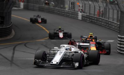 """Χίνβιλ, 20 Ιουνίου 2018 - H Alfa Romeo Sauber F1 Team οδεύει προς το Le Castellet, καθώς το Γαλλικό Grand Prix επανέρχεται στην πίστα του Paul Ricard. Η ιστορική πίστα που βρίσκεται κοντά στη Μασσαλία στη Νότια Γαλλία, επιστρέφει στην κορωνίδα του μηχανοκίνητου αθλητισμού και οι καρδιές των φιλάθλων χτυπούν πιο δυνατά. Οι Marcus Ericsson και Charles Leclerc αδημονούν να αγωνιστούν στο πρώτο Formula 1 Grand Prix, στην ανακαινισμένη πίστα. Το να βρουν τα πατήματά τους στη νέα πίστα θα είναι μια πρόκληση για όλους τους οδηγούς. Η διαδρομή έχει διάσημες προκλήσεις όπως η ευθεία Mistral αλλά και η στροφή Signes που την καθιστούν μια αξέχαστη εμπειρία. Marcus Ericsson (μονοθέσιο Νο 9): """"Θα είναι ένα ενδιαφέρον Σαββατοκύριακο στη Γαλλία. Έχω οδηγήσει στην πίστα του Paul Ricard πολλά χρόνια πριν, σε αγώνα GP2. Επιστρέφοντας εκεί με Formula 1 αποτελεί μια τελείως διαφορετική πρόκληση όχι μόνο για μένα, αλλά και για όλους τους οδηγούς. Η πίστα έχει μερικά πολύ ενδιαφέροντα τμήματα. Ειδικά το δεύτερο μέρος του γύρου με τις παρατεταμένες στροφές θα είναι διασκεδαστικό, διανύοντάς το. Δούλεψα σκληρά τόσο μόνος μου όσο και με την ομάδα από τον προηγούμενο αγώνα και είμαι επικεντρωμένος στο να έχουμε ένα καλό Σαββατοκύριακο στο Le Castellet. Ανυπομονώ να βρεθώ εκεί. """" Charles Leclerc (μονοθέσιο Νο 16): """"Πραγματικά ανυπομονώ για το Γαλλικό Grand Prix. Στο παρελθόν έχω οδηγήσει μόνο μια φορά στην πίστα Paul Ricard. Έχει περάσει καιρός από τότε, θα είναι συναρπαστικό να επιστρέψω εκεί και να βιώσω την εμπειρία οδήγησης ενός μονοθεσίου Formula 1. Πρόκειται για πολύ τεχνική πίστα με μερικές καλές προκλήσεις για μας τους οδηγούς. Το Le Castellet βρίσκεται κοντά στο σπίτι μου, αυτό είναι βολικό. Ανυπομονώ να συναντήσω όλους τους Γάλλους φιλάθλους εκεί και να συνεχίσουμε να προοδεύουμε ως ομάδα."""" Δεδομένα πίστας: Η πίστα του Paul Ricard άνοιξε για πρώτη φορά το 1970 και την επόμενη χρονιά φιλοξένησε αγώνα Formula 1. Το κύριο χαρακτηριστικό της είναι η μεγάλη πίσω ευθεία, η Mistral η οποία"""