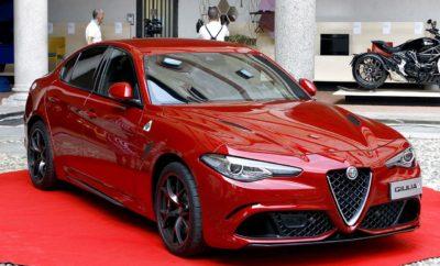 """Η τελετή απονομής του βραβείου -που δημιουργήθηκε το 1954- πραγματοποιήθηκε χθες, στο Castello Sforzesco - Cortile della Rocchetta στο Μιλάνο. Κατά τη διάρκεια της τελετής, το κοινό θαύμασε μια Giulia Quadrifoglio και μια 4C Spider """"Italia"""", δύο αυτοκίνητα που εκφράζουν το αγωνιστικό πνεύμα που διακατέχει το DNA της Alfa Romeo. Η Alfa Romeo Giulia κέρδισε την 25η έκδοση του Compasso d'Oro ADI, του πιο σημαντικού βραβείου σχεδιασμού παγκοσμίως. Το βραβείο Compasso d'Oro ADI - το οποίο δημιουργήθηκε το 1954 - απονέμεται με βάση την προεπιλογή που κάνει η ADI (Italian Industrial Design Association) Osservatorio Permanente del Design, που αποτελείται από μια επιτροπή εμπειρογνωμόνων, σχεδιαστών, κριτικών, ιστορικών και από ειδικευμένους δημοσιογράφους, που εργάζονται συνεχώς κάθε χρόνο, για τη συλλογή πληροφοριών και την αξιολόγηση των καλύτερων προϊόντων. Η Giulia, όπως κάθε Alfa Romeo, κουβαλώντας τη μεγάλη κληρονομιά της ιταλικής αυτοκινητοβιομηχανίας, δημιουργήθηκε εκφράζοντας με τον καλύτερο τρόπο το ιταλικό στυλ, την τέλεια ισορροπία ανάμεσα σε ταχύτητα και ομορφιά. Έτσι, ενσωματώνει όλα τα χαρακτηριστικά γνωρίσματα της Alfa Romeo. Άψογες αναλογίες, απλότητα, υψηλής ποιότητας φινίρισμα σε κάθε εκατοστό της επιφάνειάς της, πρωτοποριακό σχεδιασμό, πιστό στη μεγάλη της παράδοση. Οι αναλογίες βασίζονται στον τεχνικό σχεδιασμό του αυτοκινήτου, ενώ οι στυλιστικές λεπτομέρειες είναι σαν να σμιλεύονται πάνω στα μηχανικά του μέρη. H νέα Giulia ξεχωρίζει για τη χαμηλή μετόπη, το μακρύ καπό και τα μακριά μπροστινά φτερά. H καμπίνα των επιβατών έχει """"μετακινηθεί"""" προς τους κινητήριους πίσω τροχούς ενώ τα μυώδη πίσω φτερά, ουσιαστικά δείχνουν το σημείο εκείνο, που απελευθερώνεται όλη η δύναμη στο δρόμο. To πίσω μέρος εξισορροπεί άψογα τις αναλογίες του αυτοκινήτου και προσφέρει επαρκή χωρητικότητα. Στη δυναμική εμφάνιση του αυτοκινήτου συμβάλλει ακόμα, η τοποθέτηση του κινητήρα σε διαμήκη διάταξη και η υιοθέτηση μετάδοσης κίνησης στους πίσω τροχούς. Ο κινητήρας και τα μηχανικά"""