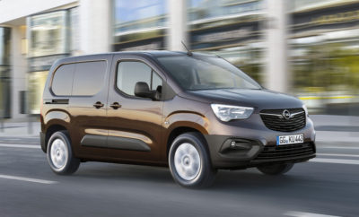 Καλύτερο από ποτέ: Η 5η γενιά Opel Combo προσφέρει κορυφαία απόδοση Πρωταθλητής χωρητικότητας: Χώρος φόρτωσης 4,4m3 και ωφέλιμο φορτίο 1.000 kg Ευρηματικό για μεγάλα φορτία: Δυνατότητα μεταφοράς δύο Ευρωπαλετών Εξαιρετικά ευέλικτο: Κοντές & μακριές εκδόσεις, crew cab, άνοιγμα παραθύρου 5ης πόρτας Κορυφαίες καινοτομίες: Permanent Rear View Camera, πολλά συστήματα υποστήριξης Συνδεδεμένο: Τελευταία γενιά συστημάτων infotainment με οθόνη αφής 8-ιντσών Άνεση επιβατικού αυτοκινήτου: Θερμαινόμενο τιμόνι, μοναδικό στην κατηγορία, θερμαινόμενα εμπρός καθίσματα και διζωνικό σύστημα ελέγχου κλιματισμού Σύντομα διαθέσιμο: Παγκόσμια πρεμιέρα και έναρξη πωλήσεων τον Σεπτέμβριο Η Opel ανακοινώνει την 5η γενιά του συμπαγούς, πολυχρηστικού επαγγελματικού μοντέλου της, Combo. Το νέο Combo cargo van εξελίχθηκε με κριτήριο την κορυφαία απόδοση και το χαμηλότερο κόστος ιδιοκτησίας στην κατηγορία, χάρη στη νέα αρχιτεκτονική, στην ευφυή διάταξη χώρων και στις μοναδικές τεχνολογίες. Ταυτόχρονα, αντιπροσωπεύει ένα τεράστιο άλμα συγκρινόμενο με την απερχόμενη έκδοση. Με την παγκόσμια πρεμιέρα του προγραμματισμένη για την Έκθεση Επαγγελματικού Αυτοκινήτου (ΙΑΑ) στο Αννόβερο, στις 19 Σεπτεμβρίου 2018, και την παραγγελιοηψία να ξεκινά τον Σεπτέμβριο, το νέο Combo προσφέρει μία ευρεία γκάμα τύπων αμαξώματος που περιλαμβάνει κοντή έκδοση μήκους 4,40 m, μακριά έκδοση 4,75 m, και στις δύο περιπτώσεις με δύο ή τρία εμπρός καθίσματα, και ένα ευρύχωρο πενταθέσιο crew cab. Το νέο συμπαγές όχημα μεταφορών της Opel επισκιάζει επίσης πολλούς από τους βασικούς ανταγωνιστές του έχοντας χωρητικότητα χώρου φόρτωσης 4,4m3, ωφέλιμο φορτίο έως 1.000 kg και μήκος φόρτωσης έως 3.440 mm για εξοπλισμό και υλικά εργασιών. Αποφασιστικής σημασίας για πολλούς επαγγελματίες, είναι ότι η απόσταση ανάμεσα στους θόλους των τροχών είναι αρκετά μεγάλη ώστε να επιτρέπει τη φόρτωση Ευρωπαλετών. Μάλιστα δύο τέτοιες Ευρωπαλέτες χωράνε στο χώρο φόρτωσης της κοντής έκδοσης του Combo. Επίσης, φορτία μεγάλου μήκους, όπως ξύλινες σαν