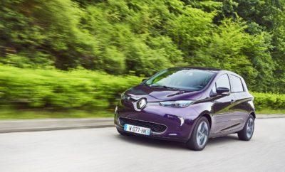 Πατάει γκάζι η Renault στα ηλεκτρικά Μπορεί να κατέχει επί σειρά ετών την 1η θέση στις πωλήσεις ηλεκτρικών οχημάτων στην Ευρώπη, όμως η Renault δεν επαναπαύεται στις δάφνες της, επενδύοντας με ακόμα μεγαλύτερη ένταση σε αυτόν τον τομέα. Η Renault είναι η πρώτη αυτοκινητοβιομηχανία που εστίασε στον τομέα της ηλεκτροκίνησης παρουσιάζοντας μια πλήρη γκάμα ηλεκτρικών επιβατικών και επαγγελματικών οχημάτων. Επενδύοντας με συνέπεια σε αυτό το τεχνολογικό τομέα κατάφερε να κυριαρχήσει στην Ευρωπαϊκή αγορά, με περίπου 1 στα 4 ηλεκτρικά οχήματα που πουλήθηκαν το 2017 να είναι Renault. Με όπλο αυτή την επιτυχία, η Renault επιταχύνει τις διαδικασίες ανάπτυξης στον τομέα της ηλεκτροκίνησης, ανακοινώνοντας ένα ιδιαίτερα φιλόδοξο πρόγραμμα αναβάθμισης των μονάδων παραγωγής στη Γαλλία. Το πρόγραμμα επένδυσης, το οποίο ξεπερνά το 1 δις ευρώ, μεταξύ άλλων περιλαμβάνει: • Την παρουσίαση μιας νέας πλατφόρμας η οποία θα παράγεται στο εργοστάσιο του Douai, το οποίο και θα αποτελέσει τη δεύτερη μονάδα παραγωγής ηλεκτρικών οχημάτων της Renault. • Τον διπλασιασμό της δυνατότητας παραγωγής του Renault ZOE στο εργοστάσιο του Flins. • Τον τριπλασιασμό της δυνατότητας παραγωγής ηλεκτρικών κινητήρων στη μονάδα παραγωγής του Cleon, ενώ παράλληλα θα παρουσιαστεί και ένας νέος προηγμένος ηλεκτροκινητήρας το 2021. • Την αναβάθμιση του εργοστασίου στο Maubeuge ώστε να προετοιμαστεί για την παραγωγή της οικογένειας επαγγελματικών οχημάτων του νέου Renault KANGOO, η οποία θα περιλαμβάνει και το ηλεκτρικό KANGOO Z.E. «Η επιτάχυνση των επενδύσεών μας στις γραμμές παραγωγής ηλεκτρικών οχημάτων στη Γαλλία, θα αυξήσει την ανταγωνιστικότητά μας και θα δώσει τη δυνατότητα στο GROUPE RENAULT να διατηρήσει την ηγετική του θέση στην αγορά οχημάτων μηδενικών ρύπων, προσφέροντας προηγμένες και φιλικές προς το περιβάλλον λύσεις μετακίνησης για όλους.» Carlos Ghosn, Πρόεδρος και CEO της Renault