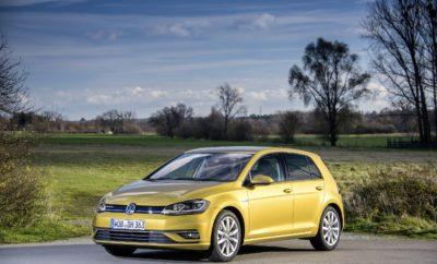 • Η Volkswagen έχει εξελίξει βενζινοκινητήρα ο οποίος επιτυγχάνει επίπεδα οικονομίας καυσίμου που μέχρι σήμερα ήταν προνόμιο αποκλειστικά των πετρελαιοκινητήρων • Το Golf 1.5 TSI EVO ACT 130PS BlueMotion είναι ένα βενζινοκίνητο Golf 130 ίππων με μέση μικτή κατανάλωση μόλις 4,8 λίτρα/100χλμ. • Ο κινητήρας στο Golf 1.5 TSI EVO ACT 130PS BlueMotion ανάλογα με τις απαιτήσεις απενεργοποιεί τους δύο κυλίνδρους ή σβήνει εντελώς, με το αυτοκίνητο απλά να ρολλάρει • Η εξαιρετικά χαμηλή κατανάλωση είναι εφικτή χάρη σε τεχνολογία που χρησιμοποιείται σε σπορ μοντέλα υψηλών επιδόσεων • Το Golf 1.5 TSI EVO ACT 130PS BlueMotion έχει προτεινόμενη τιμή λιανικής 19.500 € Υπάρχει μοντέλο με κινητήρα βενζίνης, με κατανάλωση ανάλογη με αυτή ενός πετρελαιοκίνητου αλλά παράλληλα να είναι σημαντικά πιο προσιτό στην αγορά του; Με κινητήρα βενζίνης που συνδυάζει κορυφαία ροπή με χαμηλές εκπομπές ρύπων; Κινητήρας που κατά τη διάρκεια του ταξειδιού είτε απενεργοποιεί δύο από τους τέσσερις κυλίνδρους του είτε απενεργοποιείται εντελώς; Άλλες εποχές τα παραπάνω ερωτήματα θα χαρακτηρίζονταν ουτοπικά ή – τουλάχιστον – απλά ρητορικά. Και όμως, η Volkswagen έχει εξελίξει έναν τέτοιο κινητήρα και τον παρουσιάζει στο Golf 1.5 TSI EVO ACT 130PS BlueMotion. Ένα Golf με βενζινοκινητήρα 130 ίππων, με μέση μικτή κατανάλωση μόλις 4,8 λίτρα/100χλμ. και προτεινόμενη τιμή λιανικής από 19.500 €! Ο νέος βενζινοκινητήρας των 1.498 κ.εκ., είναι κατά 10% πιο οικονομικός σε σχέση με άλλους συγκρίσιμους κινητήρες. Μάλιστα, η κατανάλωση για τον κύκλο NEDC εκτός πόλης, μειώνεται ακόμα περισσότερο, στο εντυπωσιακό νούμερο των 4,0 λίτρων/100χλμ.. Η Volkswagen έκανε εφικτή αυτήν την τεχνολογία υιοθετώντας το νέο κύκλο καύσης TSI Miller και με χρήση hi-tech υπερσυμπιεστή με μεταβλητή γεωμετρία τουρμπίνας (VTG). Ιδανικά, ο τετρακύλινδρος κινητήρας έχει καλύτερη απόδοση όταν λειτουργεί στην περιοχή μερικού φορτίου του. Όποτε λοιπόν είναι εφικτό, ο κινητήρας απενεργοποιεί τους δύο εσωτερικούς κυλίνδρους. Αυτό γίνεται κάθε φορά