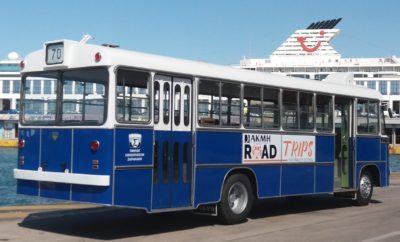 Το αστικό λεωφορείο Volvo SB58 guest star στις εκδηλώσεις των «Ημερών Θάλασσας» Το εμβληματικό λεωφορείο Volvo SB58 κατασκευασμένο από το αμαξοποιείο της εταιρίας Αδελφοί Σαρακάκη Α.Ε.Β.Ε. το 1967, είναι ο Guest Star στη σειρά εκδηλώσεων που διοργανώνει το ΙΕΚ ΑΚΜΗ RoadTrips στα πλαίσια των Ημερών Θάλασσας 2018 του Δήμου Πειραιά. Συγκεκριμένα, το Volvo SB58 έχει ενεργό ρόλο στα 4 mega events που διοργανώνει το ΙΕΚ ΑΚΜΗ RoadTrips . 30 τυχεροί που επιλέγονται μέσα από κλήρωση επιβιβάζονται κάθε φορά σε αυτό, γνωρίζουν από κοντά τους επίσημους προσκεκλημένους με το Δημήτρη Ουγγαρέζο σε ρόλο παρουσιαστή και μετά από ένα ανατρεπτικό δρομολόγιο στις γειτονιές του Πειραιά, βιώνουν street happenings! Τα 4 events που συμμετέχει το Volvo SB58 είναι: • Τουρνουά Μπάσκετ 3Χ3 • Live cooking session με τον master chef Πάνο Ιωαννίδη • Beauty & fashion street show με την Έλενα Ψωμά • Live music show με τους OtherView VS REC Οι εκδηλώσεις των Ημερών Θάλασσας 2018 πραγματοποιούνται από 1-10 Ιουνίου 2018 στην πόλη του Πειραιά υπό την αιγίδα του Δήμου Πειραιά, για τέταρτη συνεχή χρονιά.