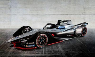 """Η Nissan θα αγωνιστεί σε 12 πόλεις ανά την Υφήλιο, κατά τη διάρκεια της πέμπτης σεζόν της Formula E Η Nissan θα αγωνιστεί σε 12 πόλεις, σε τέσσερις ηπείρους, κατά τη διάρκεια της πέμπτης σεζόν του πρωταθλήματος ABB FIA της Formula E. Οι τοποθεσίες για την σεζόν 2018-19 για τους αμιγώς ηλεκτροκίνητους αγώνες έχουν αποκαλυφθεί, μαζί με ένα καινοτόμο, νέο σχήμα. Η σεζόν θα περιλαμβάνει 13 αγώνες σε δώδεκα πόλεις, ξεκινώντας από τη Σαουδική Αραβία το Δεκέμβριο και τελειώνοντας στη Νέα Υόρκη τον Ιούλιο. Μεταξύ των τοποθεσιών περιλαμβάνονται : Βερολίνο, Χονγκ Κονγκ, Μαρακές, Μαρόκο, Μεξικό, Μονακό, Παρίσι, Ρώμη και Ζυρίχη. Εκκρεμεί η ανακοίνωση της πόλης στην Κίνα που θα φιλοξενήσει έναν αγώνα στις 23 Μαρτίου. Η Nissan, ως κατασκευαστής του Nissan LEAF, του ηλεκτροκίνητου αυτοκινήτου με τις περισσότερες πωλήσεις στον κόσμο, αξιοποιεί το πρωτάθλημα ηλεκτροκίνητων αγώνων για να παρουσιάσει τη στρατηγική του Nissan Intelligent Mobility. Η ηλεκτροκίνηση αποτελεί βασικό πυλώνα της συγκεκριμένης στρατηγικής, η οποία επιδιώκει να αλλάξει τον τρόπο με τον οποίο τα αυτοκίνητα οδηγούνται, τροφοδοτούνται και ενσωματώνονται στην κοινωνία. Η εταιρεία σκοπεύει να πουλήσει 1 εκατομμύριο ηλεκτροκίνητα οχήματα ετησίως μέχρι το οικονομικό έτος 2022, συμπεριλαμβανομένων των αμιγώς ηλεκτροκίνητων οχημάτων και των μοντέλων e-POWER. Η Nissan ανακοίνωσε την είσοδό της στη Formula E στο περσινό Σαλόνι Αυτοκινήτου του Τόκιο, ενώ παρουσίασε το όχημα της Formula E, στο Σαλόνι Αυτοκινήτου της Γενεύης, τον περασμένο Μάρτιο. """"Αυτό το συναρπαστικό πρόγραμμα αγώνων περιλαμβάνει τοποθεσίες σε αγορές όπου τα ηλεκτροκίνητα οχήματα είναι ιδανικά για αστική οδήγηση"""", δήλωσε ο Michael Carcamo, διευθυντής του παγκόσμιου μηχανοκίνητου αθλητισμού της Nissan. """"Αυτό είναι το σπουδαίο με την Formula Ε. Πάμε να αγωνιστούμε στους ίδιους δρόμους, όπου το Nissan LEAF θα μπορούσε να οδηγηθεί καθημερινά. Εκτός από τα ολοκαίνουργια, 2ης γενιάς (Gen2) αυτοκίνητα της Formula E, η επερχόμενη σεζόν θα περιλαμβάνει ένα νέο, κα"""