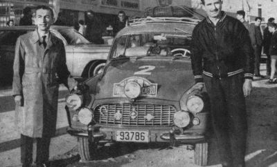Στις 30 Ιανουαρίου 2019 το 22o Rally Monte Carlo Historique θα εκκινήσει και από την Αθήνα. Ο ΣΙΣΑ μετά την περυσινή μεγάλη επιτυχία των Δελαπόρτα-Μουστάκα ζήτησε και πήρε έγκριση από το Automobile Club de Monaco να γίνει η Αθήνα μία από τις πόλεις που θα εκκινήσει το Ιστορικό Ράλλυ Μοντε Κάρλο. Η πρώτη συνέντευξη τύπου στο πάντα φιλόξενο Ελληνικό Μουσείο Αυτοκινήτου σηματοδότησε και την αρχή της προετοιμασίας για αυτήν τη μεγάλη εκδήλωση. Όλοι οι Έλληνες ενωμένοι, ο ΣΙΣΑ μπροστά, με την υποστήριξη και της ΕΟ.ΦΙΛΠΑ και της ΟΜΑΕ, φαίνεται ότι μπορούν να πετύχουν πολλά. Η πρώτη εκκίνηση του Rally Monte Carlo από την Αθήνα έγινε για πρώτη φορά το 1927! Η τελευταία εκκίνηση ήταν εκείνη του 1975. Κι μάλιστα χωρίς Ελληνικό πλήρωμα! Έχει ήδη αρχίσει η προετοιμασία για την επαν-εκκίνηση! Αυτή τη φορά για το Ιστορικό Monte, εκείνο του WRC δεν έχει φυσικά πολλαπλές εκκινήσεις, ωστόσο και αυτό που πέτυχαν οι Έλληνες αγωνιζόμενοι και παράγοντες είναι μεγάλη επιτυχία. Στις 30 Ιανουαρίου θα γίνει η Πανηγυρική εκκίνηση από ράμπα κάτω από την Ακρόπολη. Προορισμός η Πάτρα, από όπου με πλοίο οι συμμετέχοντες θα πλεύσουν για Ανκόνα. Μέχρι το λιμάνι της Πάτρας θα συνοδεύσουν τα αυτοκίνητα Ιστορικά οχήματα μελών του ΣΙΣΑ και όχι μόνον. Την επόμενη ημέρα οι συμμετέχοντες θα καλύψουν την απόσταση των 424 χλμ. μέχρι το Μιλάνο. Θα διανυκτερεύσουν και θα ξεκινήσουν την 1η Φεβρουαρίου με προορισμό το Μόντε Κάρλο. Περισσότερες πληροφορίες στο www.sisa.gr και στα τηλέφωνα 2109704457 και 6945700040