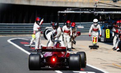 """Αlfa Romeo Sauber F1 Team οδεύει προς τους δυο τελευταίους συνεχόμενους αγώνες πριν από την καλοκαιρινή ανάπαυλα. Ο πρώτος σταθμός είναι στο Χοκενχάιμ, οι Marcus Ericsson και Charles Leclerc ανυπομονούν ν' αγωνιστούν στο Γερμανικό Grand Prix, έναν αγώνα που απουσίαζε από το πρόγραμμα της Formula 1 για ένα χρόνο. Τόσο η ομάδα όσο και οι οδηγοί αισθάνονται αυτοπεποίθηση ότι θα ολοκληρώσουν με θετικό τρόπο το πρώτο μισό της σεζόν καθώς παλεύουν σταθερά στο μέσο της κατάταξης τα τελευταία αγωνιστικά Σαββατοκύριακα. Ο δοκιμαστής και αναπληρωτής οδηγός, της Alfa Romeo Sauber F1 Team, Antonio Giovinazzi, θα οδηγήσει στη θέση του Marcus Ericsson στην πρώτη περίοδο ελεύθερων δοκιμών του Γερμανικού Grand Prix αυτό το Σαββατοκύριακο. Marcus Ericsson (μονοθέσιο Νο 9): """"Το Χοκενχάιμ είναι μια πίστα στην οποία έχω οδηγήσει πολλές φορές στη Formula 1 όπως και σε GP2, Formula 3 όταν ήμουν νεώτερος. Είναι μια ωραία πίστα. Η μεγαλύτερη πρόκληση βρίσκεται στο τελευταίο τμήμα το οποίο μπορεί ν' απογειώσει ή να καταστρέψει το γύρο σου: Είναι σημαντικό να έχουμε καλή τελική ταχύτητα στις ευθείες και θα αντιμετωπίσω με τον τρόπο μου τα πέταλα στο πρώτο μέρος του γύρου. Συνήθως έρχονται αρκετοί Σουηδοί σ' αυτό το Grand Prix ελπίζω να δω πολλούς και φέτος. Η στήριξή τους είναι πάντοτε σπουδαία. Ως ομάδα έχουμε μια θετική δυναμική στην απόδοσή μας καθότι κάθε αγωνιστικό Σαββατοκύριακο παρουσιαζόμαστε και πιο ανταγωνιστικοί. Ανυπομονώ να εμφανιστώ ξανά και να δώσω μάχη για βαθμούς στο Χοκενχάιμ."""" Charles Leclerc (μονοθέσιο Νο 16): """"Το Hockenheimring είναι μια πίστα που γνωρίζω καλά ειδικά από τα χρόνια που αγωνιζόμουν στη Formula3. Είναι μια σχετικά τεχνική πίστα με ένα εντυπωσιακό στάδιο που συνήθως είναι γεμάτο θεατές. Πραγματικά ανυπομονώ να βρεθώ εκεί, είναι σπουδαίο που το Γερμανικό Grand Prix επέστρεψε στο πρόγραμμα. Ελπίζω να μπορέσουμε να προοδεύσουμε όπως στους προηγούμενους αγώνες και να συνεχίσουμε να δίνουμε μάχη για βαθμούς."""" Δεδομένα πίστας: Το Hockeinheimring επιστρέφει φιλοξεν"""