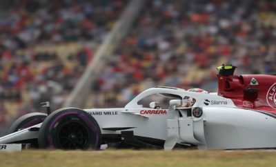 """Μετά την προσθήκη δυο ακόμη βαθμών πρωταθλήματος στη συλλογή μας στο Hockenheim, (Marcus Ericsson 9ος) η Αlfa Romeo Sauber F1 Team, οδεύει με αυτοπεποίθηση, προς τον τελευταίο αγώνα πριν από την καλοκαιρινή ανάπαυλα. Η ομάδα δίνει σταθερά μάχες στο μέσον της κατάταξης και έχει συγκεντρώσει μέχρι σήμερα 18 βαθμούς στη σεζόν. H ομάδα ταξιδεύει στην Βουδαπέστη με υψηλό φρόνημα στοχεύοντας να διευρύνει την πρόοδο που έχει επιτευχθεί τις τελευταίες βδομάδες Οι οδηγοί είναι γεμάτοι αυτοπεποίθηση και η απόδοση του μονοθεσίου καλή. Ο δοκιμαστής και αναπληρωτής οδηγός, της Alfa Romeo Sauber F1 Team, Antonio Giovinazzi, θα οδηγήσει στη θέση του Charles Leclerc στην πρώτη περίοδο ελεύθερων δοκιμών του Ουγγρικού Grand Prix. Στις δοκιμές εξέλιξης της Βουδαπέστης που θα γίνουν από 31/7-1/8 θα οδηγήσει για την ομάδα, την πρώτη μέρα ο Marcus Ericsson και τη δεύτερη ο Antonio Giovinazzi. Marcus Ericsson (μονοθέσιο Νο 9): """"Μετά από ένα δυνατό αγώνα στο Χοκενχάιμ πάω στη Βουδαπέστη με μια έξτρα ώθηση αυτοπεποίθησης. Όλοι στην ομάδα αισθάνονται θετικά και είμαστε έτοιμοι να επιτεθούμε στον τελευταίο αγώνα πριν την καλοκαιρινή ανάπαυλα. Η πίστας της Βουδαπέστης είναι εξαιρετικά τεχνική. Διαθέτει πολλές στροφές και έχει πολύ ένταση να οδηγείς εκεί, μου θυμίζει πίστα καρτ. Είναι απαιτητική πίστα τόσο για τον οδηγό όσο και για το μονοθέσιο. Βρισκόμαστε σε καλή φόρμα και με το μονοθέσιο που έχουμε θα πρέπει να καταφέρουμε να παλέψουμε για ένα καλό αποτέλεσμα εδώ. Θα υπάρχουν πολλές Σουηδικές σημαίες στην πίστα αυτό πάντα μου δίνει έξτρα ώθηση. Ανυπομονώ να δω τους Σουηδούς φιλάθλους στη Βουδαπέστη. Ας δούμε τι είναι εφικτό."""" Charles Leclerc (μονοθέσιο Νο 16): """"Ανυπομονώ για το Σαββατοκύριακο του Grand Prix στην Ουγγαρία. Η Βουδαπέστη είναι σπουδαία πόλη, πάντα απολαμβάνω το χρόνο μου εκεί. Όσον αφορά στον αγώνα ανυπομονώ να οδηγήσω ξανά στο Ουγγαρόρινγκ. Είναι μια πολύ τεχνική πίστα τελείως διαφορετική από τις πίστες που αντιμετωπίσαμε μέχρι σήμερα στη σεζόν. Έχω μερικές καλές αναμνήσεις απ"""
