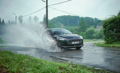 • Το πρόβλημα των καταστραμμένων σημείων του οδοστρώματος και των επακόλουθων δαπανηρών επισκευών των οχημάτων επιδεινώθηκε φέτος για τους Ευρωπαίους οδηγούς μετά από έναν δριμύ χειμώνα με έντονα καιρικά φαινόμενα • Η τεχνολογία ανίχνευσης λακκουβών του νέου Ford Focus μειώνει τις δυσάρεστες επιπτώσεις από τις ανωμαλίες του δρόμου, χάρη στο σύστημα Continuously Controlled Damping που παρακολουθεί δεδομένα με στόχο τη βέλτιστη ποιότητα κύλισης • Τεχνολογία δοκιμασμένη σε ειδική πίστα δοκιμών με υψηλές καταπονήσεις που διαθέτει απομιμήσεις των χειρότερων λακκουβών του κόσμου Οι οδηγοί σε πολλές περιοχές της Ευρώπης αντιμετωπίζουν τεράστιο πρόβλημα με τις λακκούβες που επιδεινώθηκε φέτος λόγω του λεγόμενου 'Τέρατος από την Ανατολή', μιας ψυχρής μάζας αέρα που δημιούργησε παγερές συνθήκες προκαλώντας ζημιές στο οδόστρωμα. Μία λακκούβα επισκευαζόταν κάθε 21 δευτερόλεπτα κατά μέσο όρο σε Αγγλία και Ουαλία τον περασμένο χρόνο.* Στη Ρώμη, νωρίτερα μέσα στη χρονιά, η πόλη δεσμεύτηκε να επισκευάσει 50.000 λακκούβες σε ένα μήνα, ενώ υπήρξε και εισαγγελική εντολή προς τις Δημοτικές Αρχές για το θέμα των δρόμων.** Στην Κολωνία, αναφέρθηκαν πάνω από 6.000 λακκούβες μετά τον φετινό εξαιρετικά βαρύ χειμώνα.*** Οι δρόμοι με λακκούβες δεν έχουν επιπτώσεις μόνο στην άνεση του ταξιδιού: η βίαιη πρόσκρουση σε μεγάλες λακκούβες μπορεί να προκαλέσει ζημιές σε ζάντες, ελαστικά και τα συστήματα ανάρτησης ενός οχήματος, με αποτέλεσμα δαπανηρό κόστος επισκευών για τους ιδιοκτήτες. Η Ford βοηθά στον περιορισμό των επιπτώσεων των κατεστραμμένων δρόμων για τους οδηγούς του νέου Ford Focus λανσάροντας την πρωτοποριακή τεχνολογία ανίχνευσης λακκουβών. Το σύστημα ανιχνεύει πότε ένας τροχός πέφτει σε λακκούβα και προσαρμόζει την ανάρτηση, ώστε ο τροχός να μην πέσει πολύ βαθιά. Επειδή το ελαστικό και η ζάντα πέφτουν ελεγχόμενα, δεν χτυπάνε βίαια στην απέναντι πλευρά της λακκούβας. Η πίσω ανάρτηση μπορεί να αντιδρά ακόμα ταχύτερα από την εμπρός, αφού το σήμα από τον εμπρός τροχό προειδοποιεί τον πίσω,