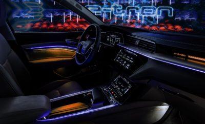 το διαστημικό εσωτερικό του Audi e-tron • Άνεση και χώροι κορυφαίου επιπέδου • Ψηφιοποίηση σε άλλη διάσταση με προαιρετικούς εικονικούς εξωτερικούς καθρέφτες • Η ηχητική αίσθηση σε πρωτόγνωρα επίπεδα χάρη στην απόλυτη ηρεμία των αθόρυβων ηλεκτροκινητήρων που συνδυάζεται με κορυφαία ηχομόνωση για τη ροή του ανέμου παράλληλα με ηχοσύστημα Bang & Olufsen που δημιουργεί συνθήκες συναυλιακού χώρου Τo νέο Audi e-tron έχει σχεδιαστεί για να προσφέρει σε οδηγό και επιβάτες μία πρωτόγνωρη εμπειρία, που δεν θα έχουν βιώσει ποτέ σε αυτοκίνητο στο παρελθόν. Η εμπειρία αυτή, υπερκαλύπτοντας όλα τα συνηθισμένα κριτήρια για ένα αυτοκίνητο, επεκτείνεται και στον τομέα της ακουστικής και οπτικής απόλαυσης. Το πρώτο ηλεκτρικό αυτοκίνητο της Audi προσφέρει ένα κορυφαίο επίπεδο ηρεμίας που, με τη σειρά του, διαμορφώνει το τέλειο σκηνικό για το Bang & Olufsen 3D Premium Sound System. Παράλληλα, παρέχει μια νέα ψηφιακή εμπειρία στον τρόπο οδήγησης. Χαρακτηριστικά, είναι το πρώτο αυτοκίνητο παραγωγής με εικονικούς εξωτερικούς καθρέφτες. Η Audi επέλεξε εσκεμμένα το Royal Danish Playhouse της Κοπεγχάγης, για να παρουσιάσει για πρώτη φορά το εσωτερικό του πρωτότυπου Audi e-tron. Με το αυτοκίνητο ακόμα τυλιγμένο στο ειδικό καμουφλάζ που από την αρχή συνδέθηκε με το e-tron, η Audi αποκάλυψε μία πρώτη εικόνα του εσωτερικού του σχεδιασμού. Οι πρώτες εικόνες προϊδεάζουν για μία κυβιστική γλώσσα σχεδιασμού και εικονικούς εξωτερικούς καθρέφτες. Για να αντιληφθεί κάποιος την αίσθηση στο εσωτερικό του e-tron, πρέπει να φανταστεί μία σκηνή που ξεδιπλώνεται μπροστά στον οδηγό. Η σκηνή αυτή αποτελεί ένα μεγάλο τόξο, το περιτύλιγμα. Περιβάλλει το εκτεταμένο ταμπλό οργάνων με έντονες οριζόντιες γραμμές οι οποίες στρογγυλεύουν κοντά στις πόρτες. Η κομψή οθόνη οργάνων μοιάζει να αιωρείται ελεύθερη στο χώρο, όπως και οι οθόνες των προαιρετικών εικονικών εξωτερικών καθρεφτών. Αυτοί οι καθρέφτες θα κάνουν την παγκόσμια πρεμιέρα τους στην έκδοση παραγωγής του πρωτοτύπου Audi e-tron, ανεβάζοντας την ψηφιοποίηση 